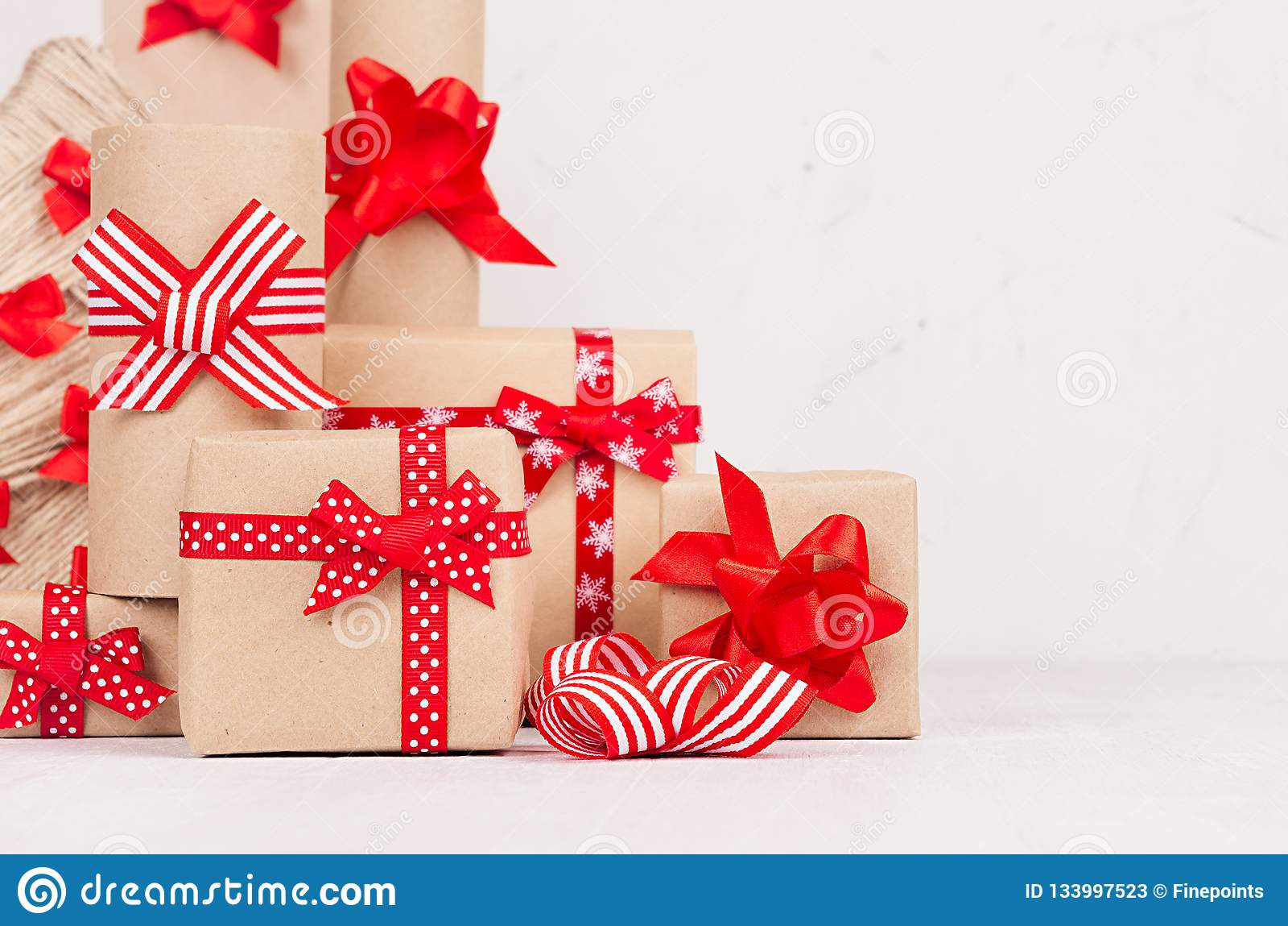 Christmas Gifts Handmade.Handmade Christmas Gifts Boxes Of Kraft Paper Christmas