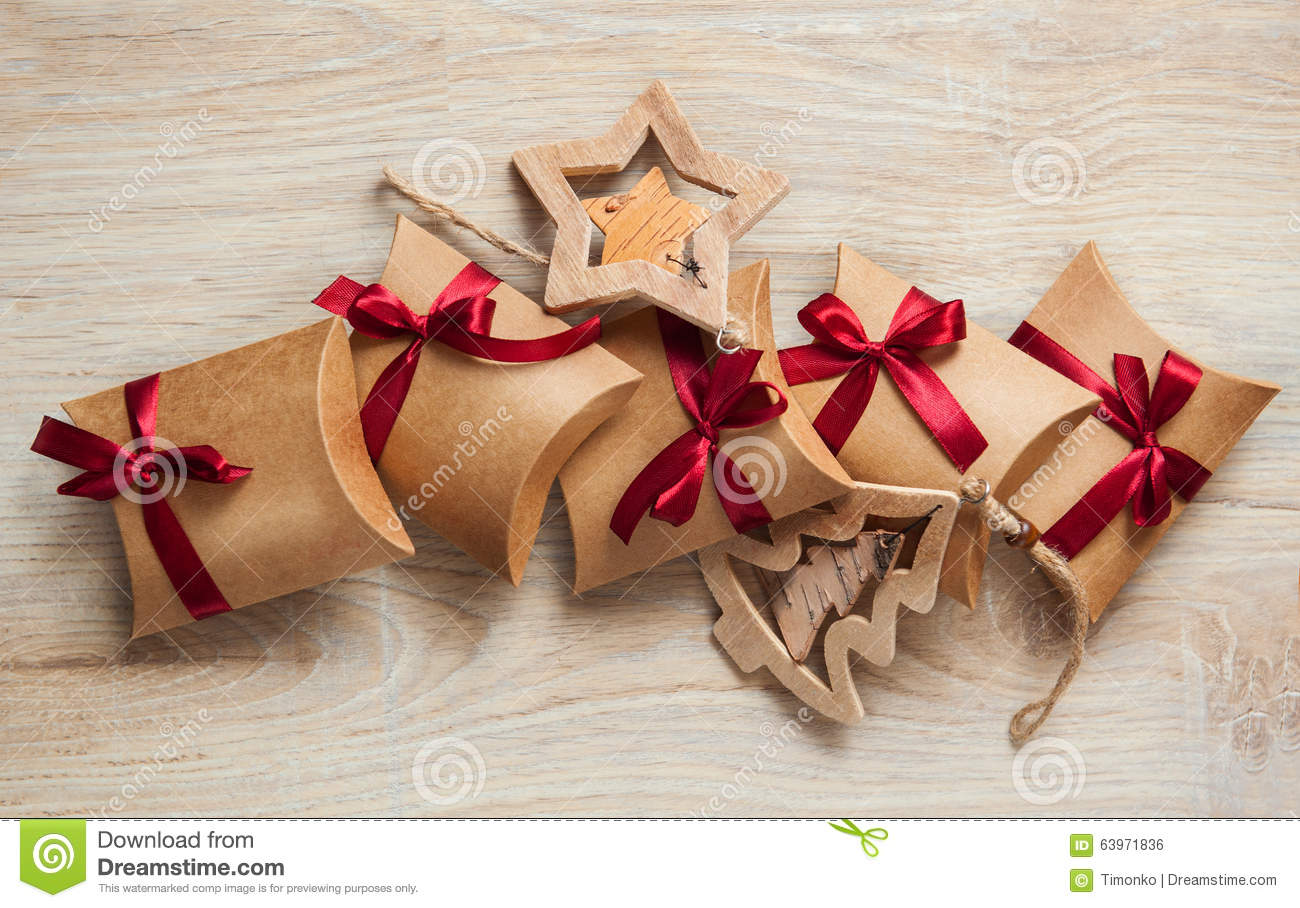 Handmade christmas gifts from kraft paper and wooden toys for Paper christmas gifts