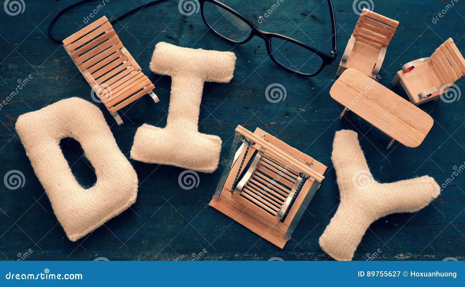 NICOLE: Rubber Wood Swinging Chair