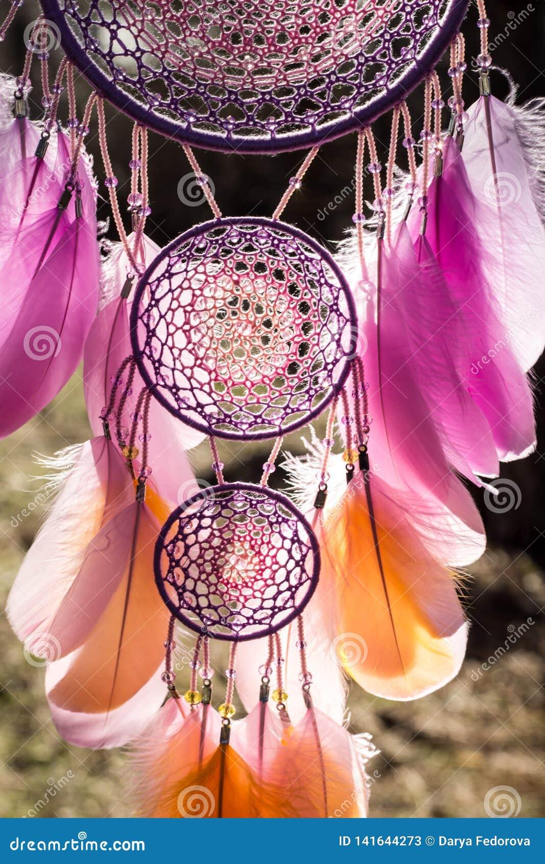 Handmade wymarzony łapacz z piórko koralików i nici arkany obwieszeniem