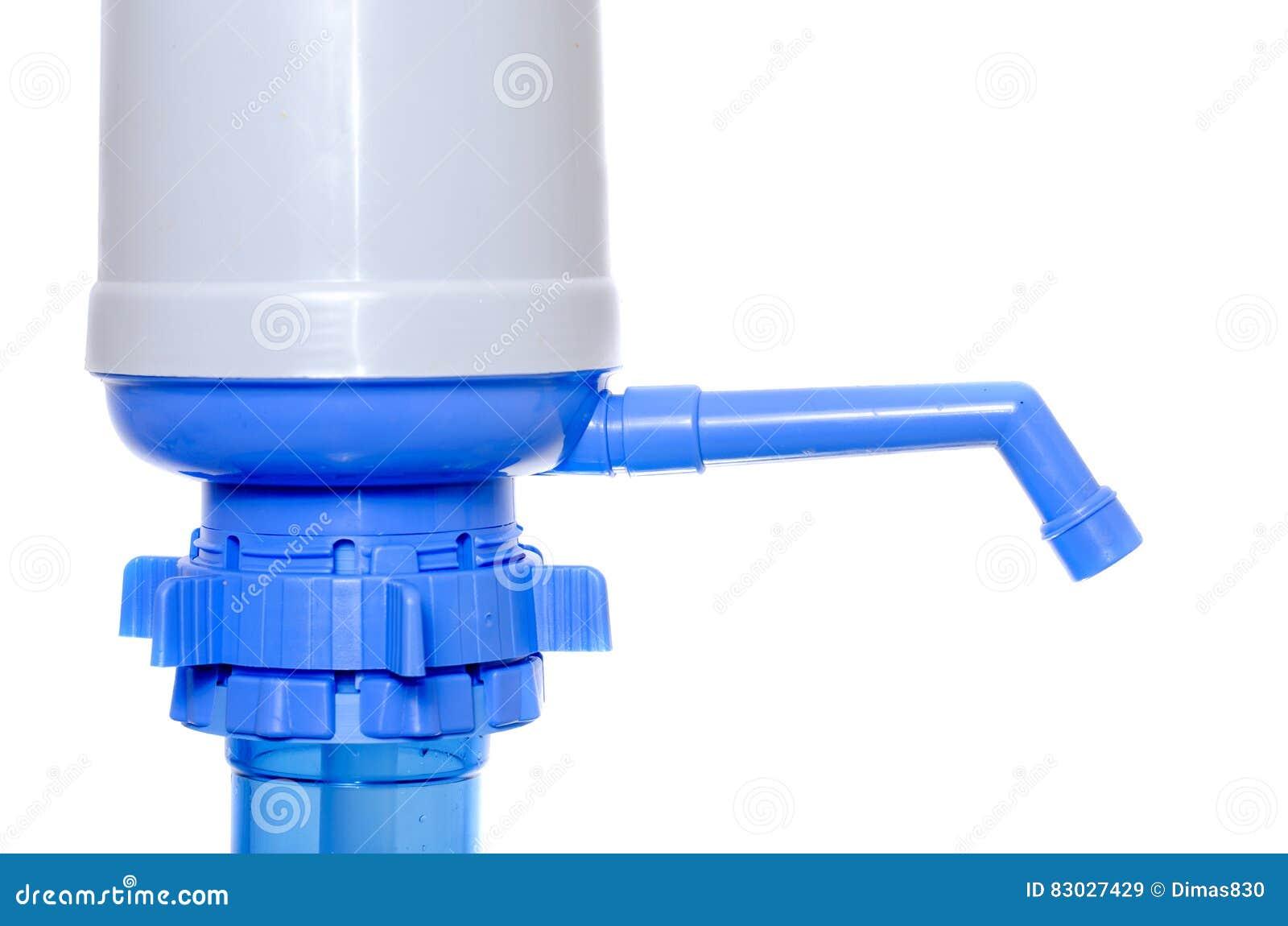 Handpomp voor water op plastic flessen