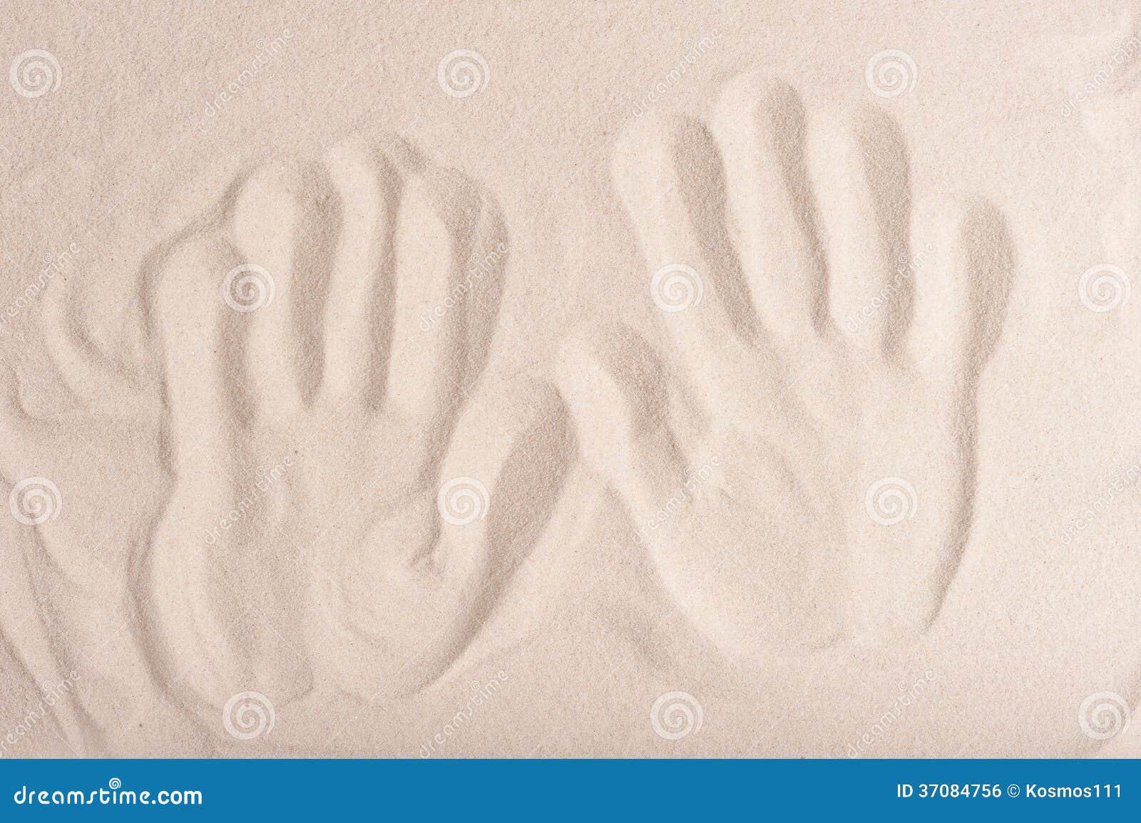 Download Handprints Na Grzywny Suchym Piasku Zdjęcie Stock - Obraz złożonej z tła, środowiskowy: 37084756