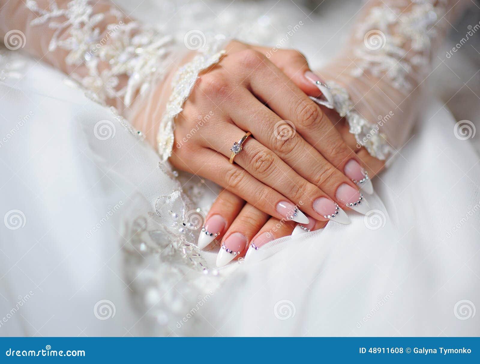 Фото маникюра для свадьбы