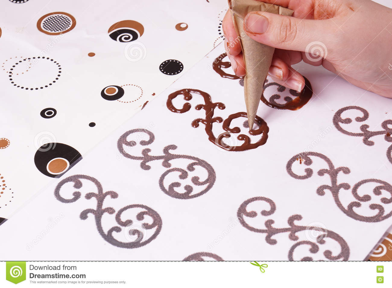 How To Make Long Chocolate Swirls For Cake Decoration