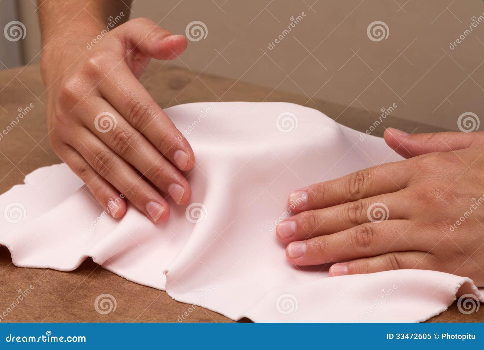 Hands on fondant