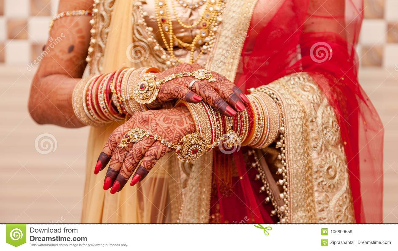 Mehendi Ceremony S Free Download : Hands of an indian bride mehndi or henna during a wedding