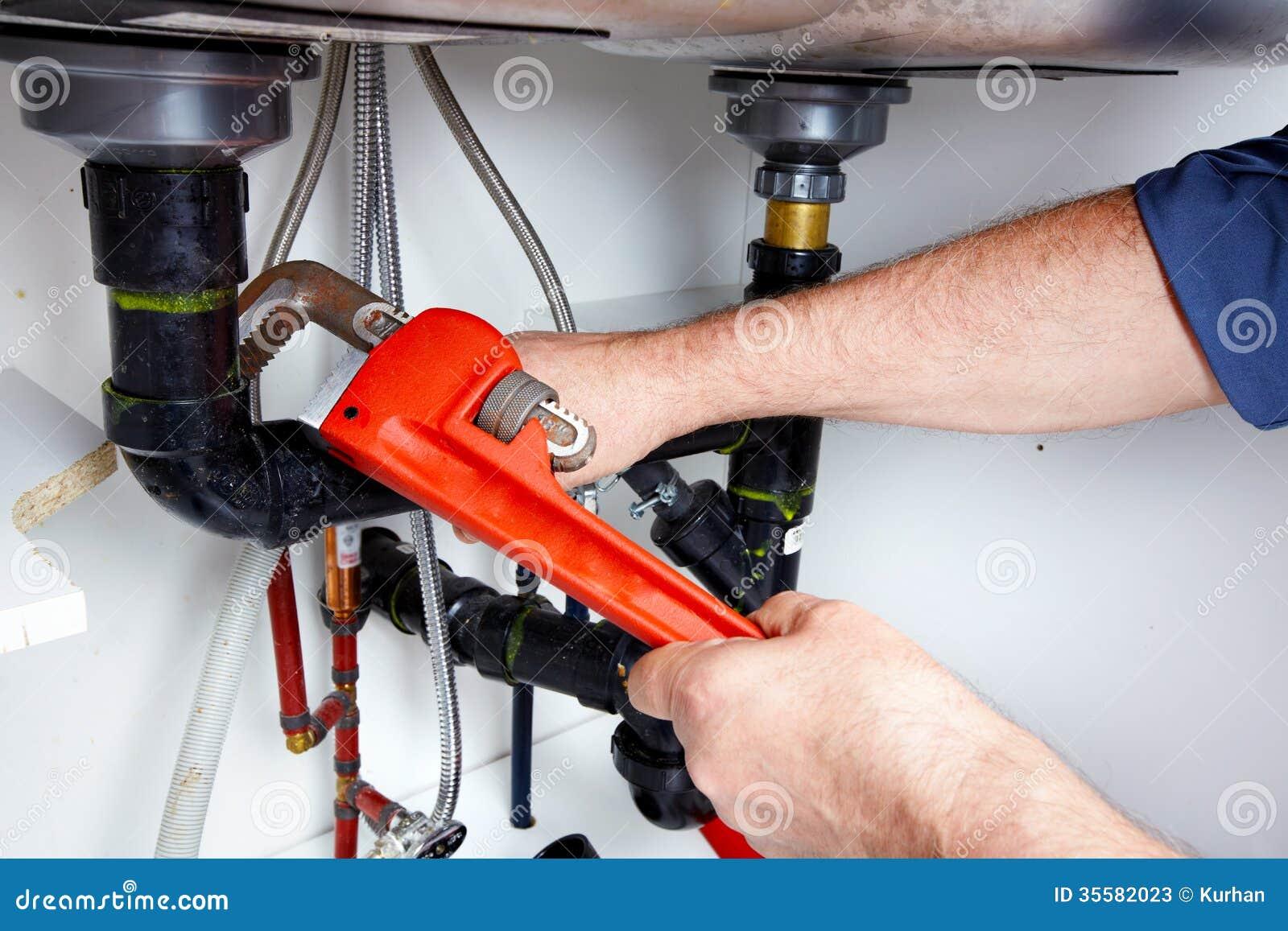hands-plumber-wrench-35582023.jpg