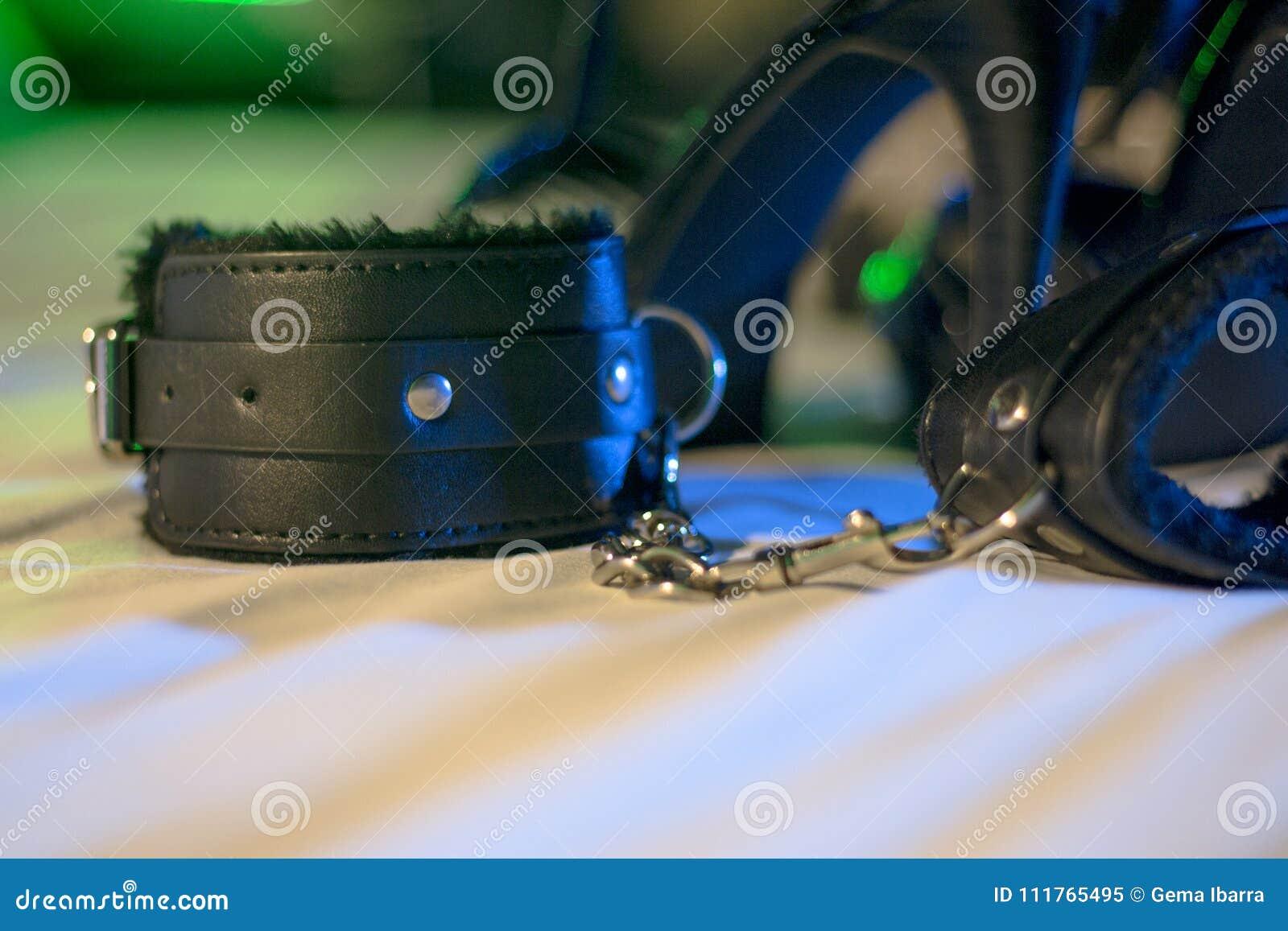 Handschellen für erotische Spiele unterordnung