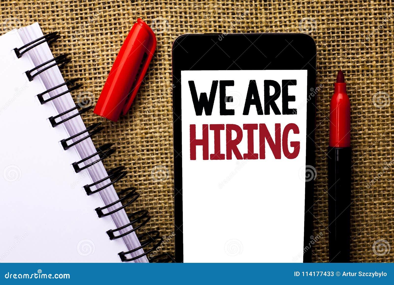 Handschrifttekst huren wij Concept die Talent betekenen die de Rekrutering van Job Position Wanted Workforce jagen die u op Mobie