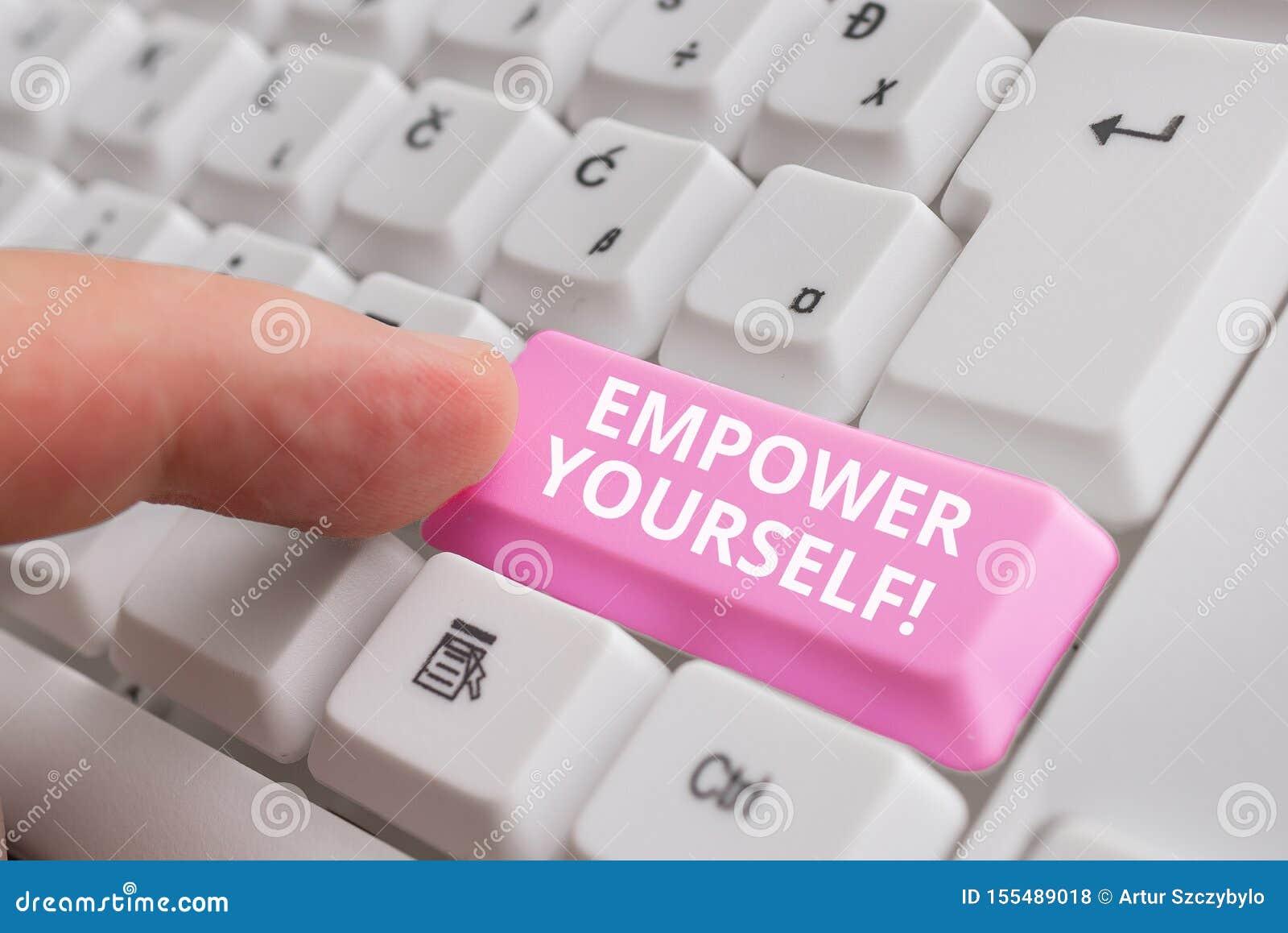 Handskrifttext bemyndigar sig Begreppsbetydelse som tar kontroll over vårt liv som ställer in mål och gör val den vita PC:n