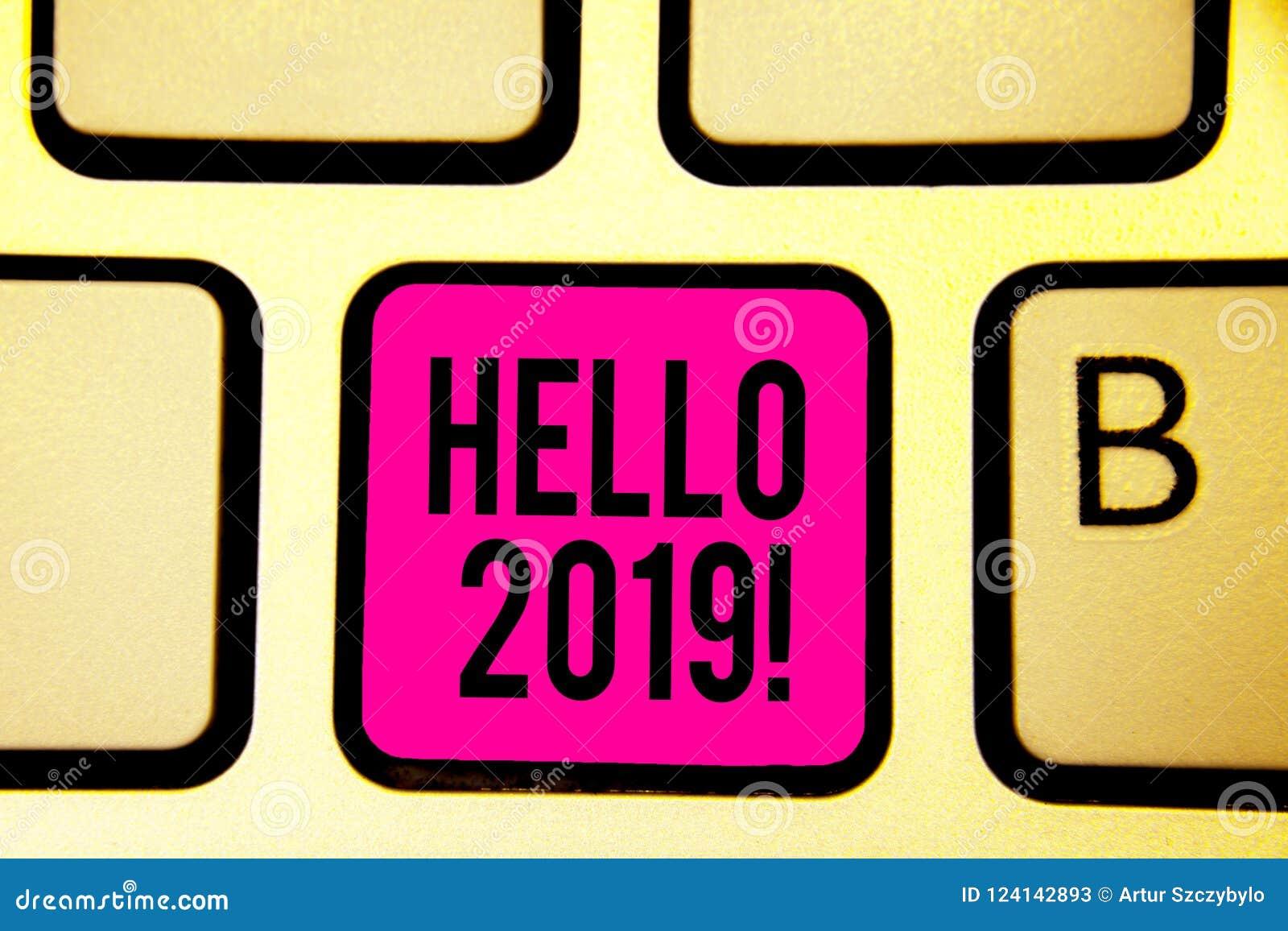 Handskrifttext Hello 2019 Stämmer det menande uttryckt för begreppet eller gesten av hälsningen som svarar telefontangentbordrosa