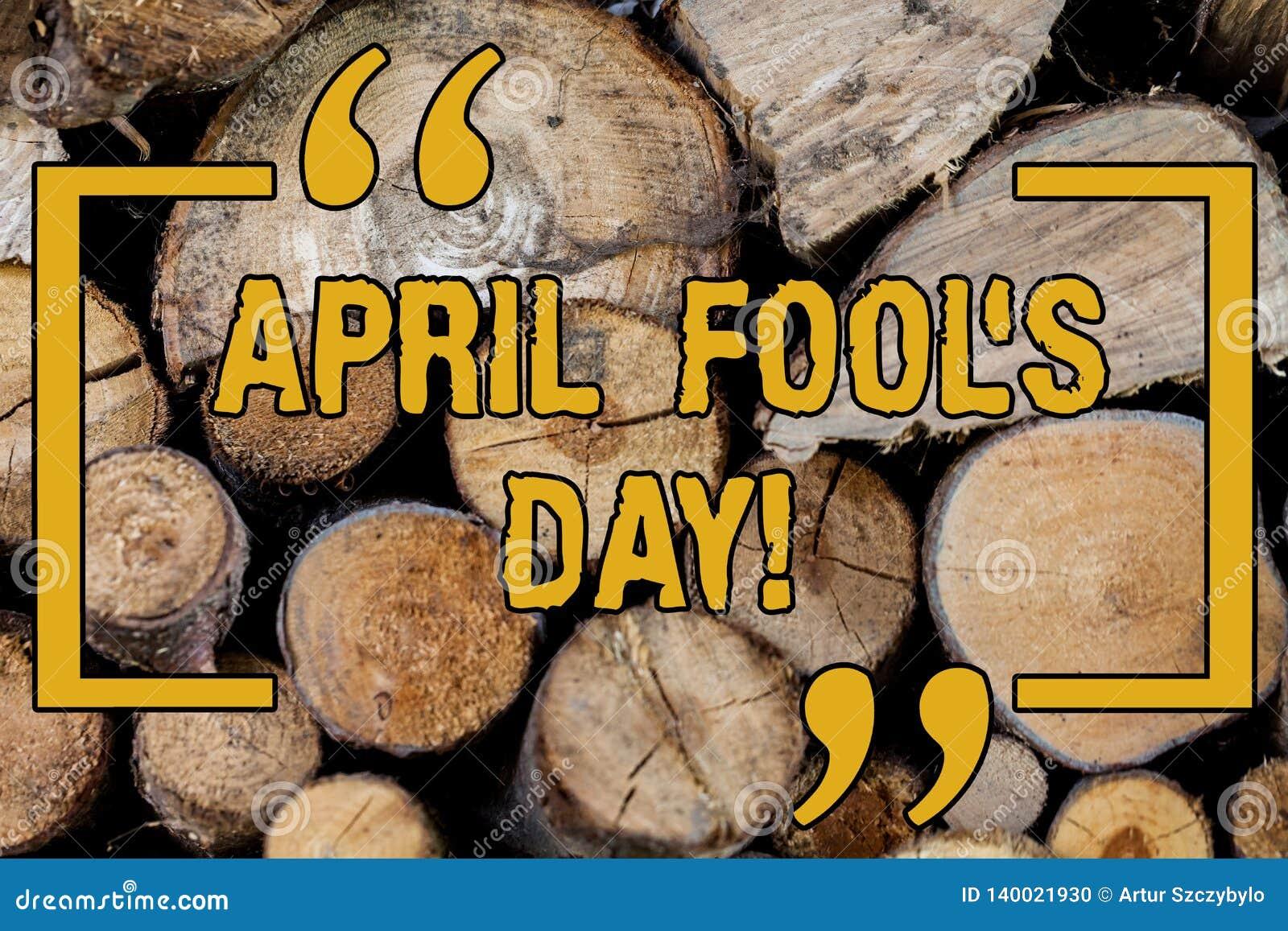 Handskrifttext som skriver April Fool s, är dagen Fast datum för begreppsbetydelse som har tillfället för att spela trätrick