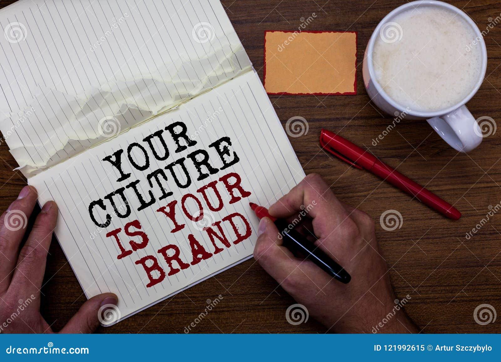 Handskrifttext som skriver din kultur, är ditt märke Är menande kunskapserfarenheter för begrepp en röd klibbig anmärkning för pr