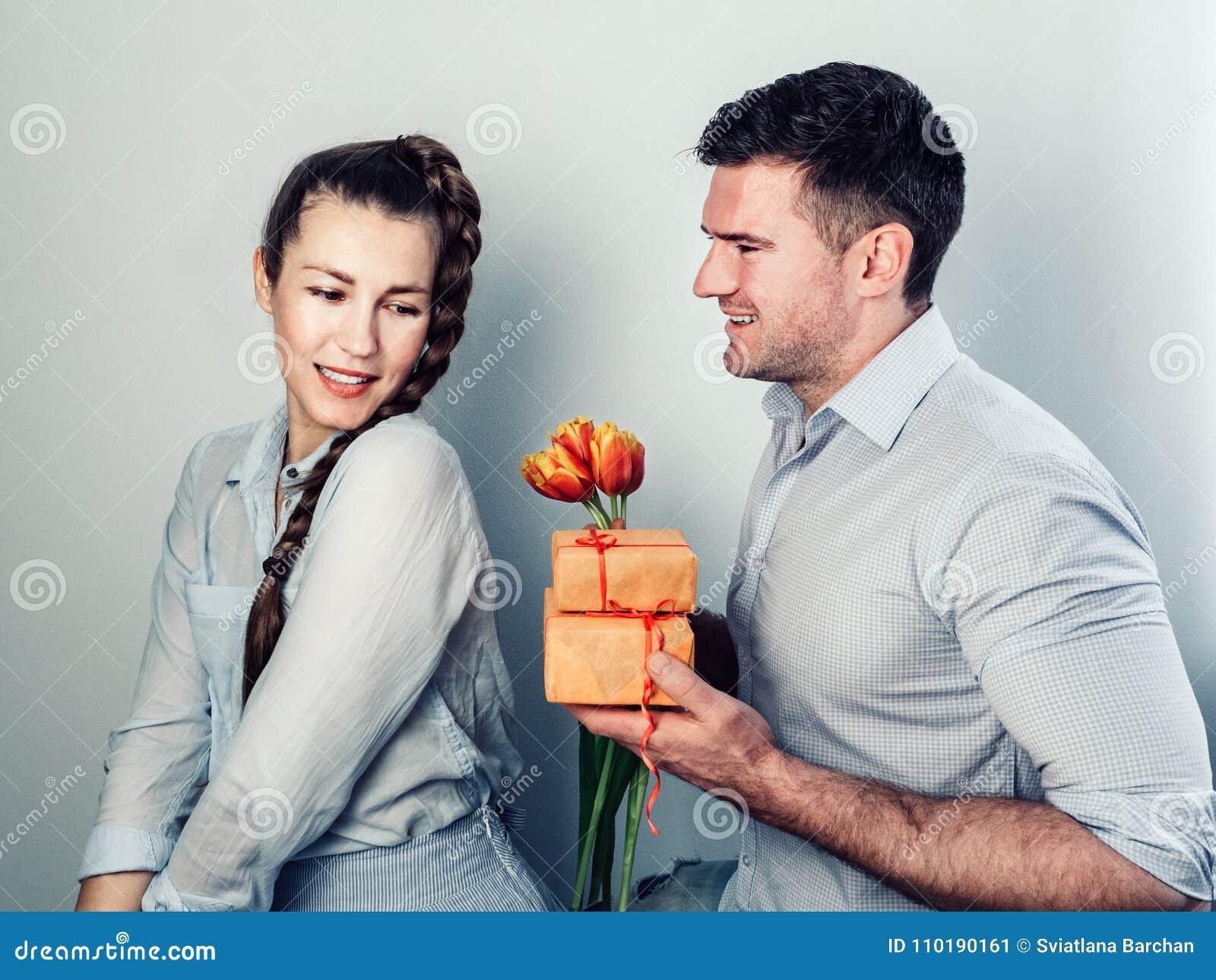 mann dating noen mens gift dating tjenester i Cleveland Ohio