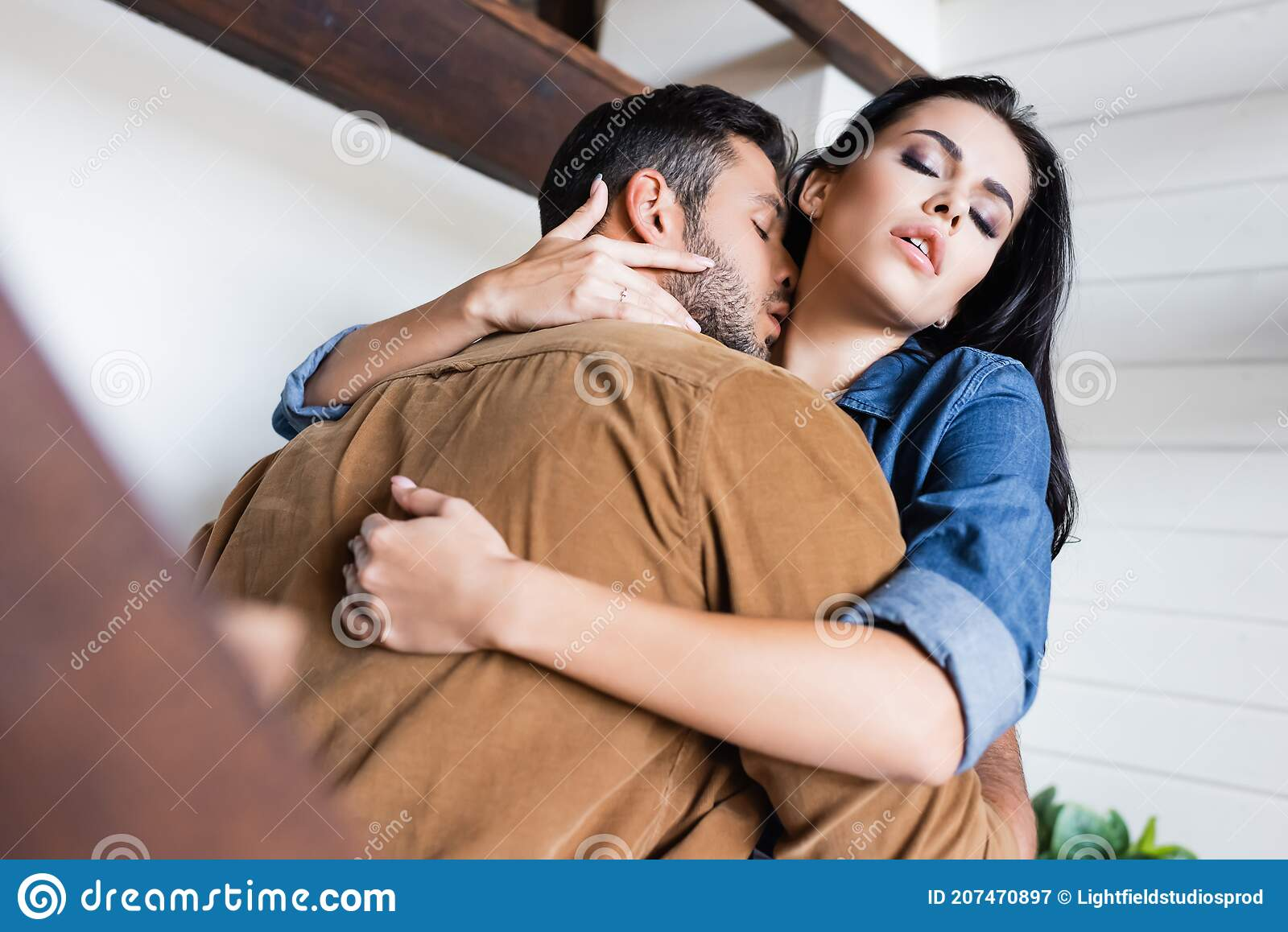 Kisses neck my boyfriend when my What Does