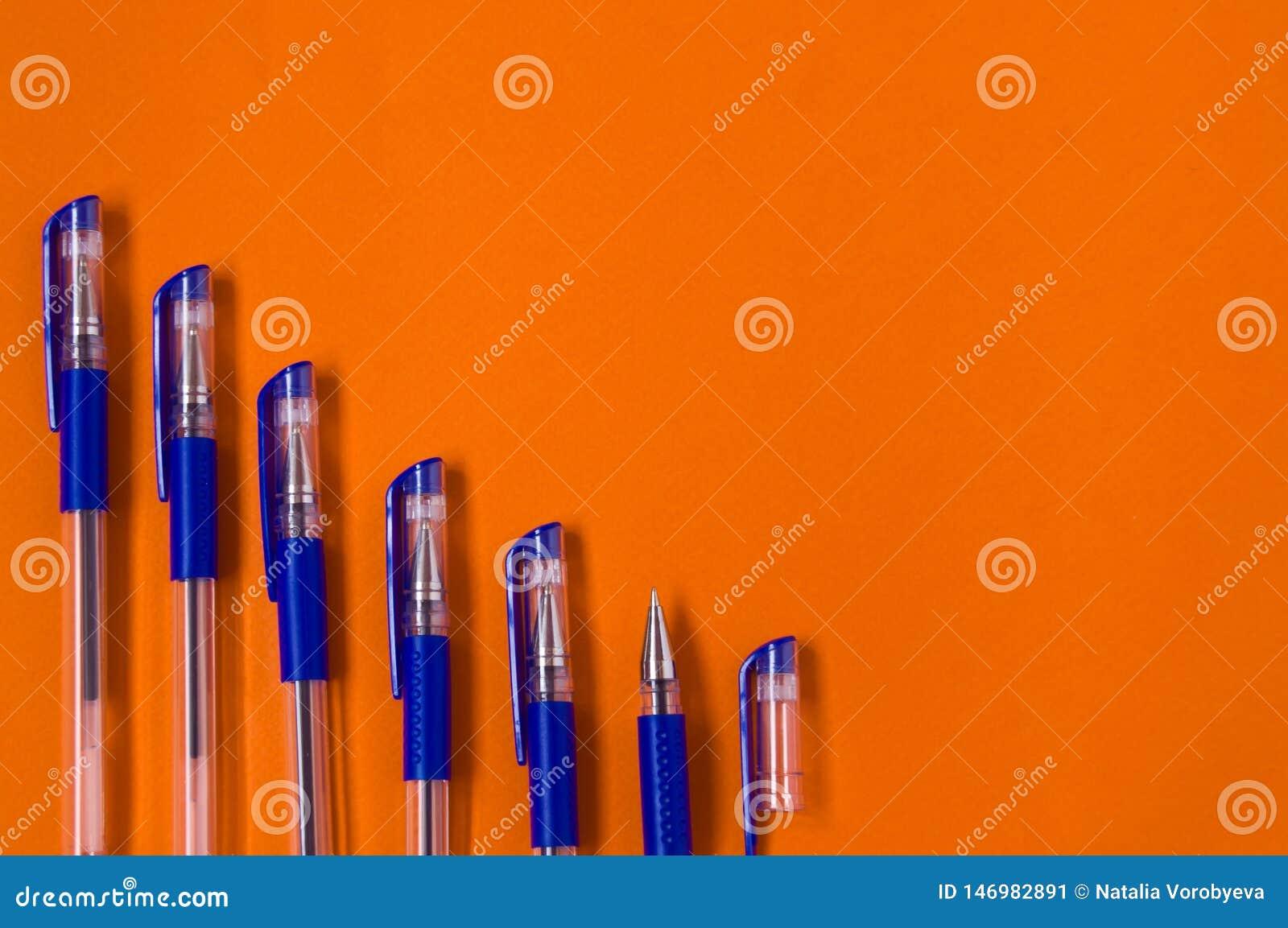 Handstilmaterial, pennor