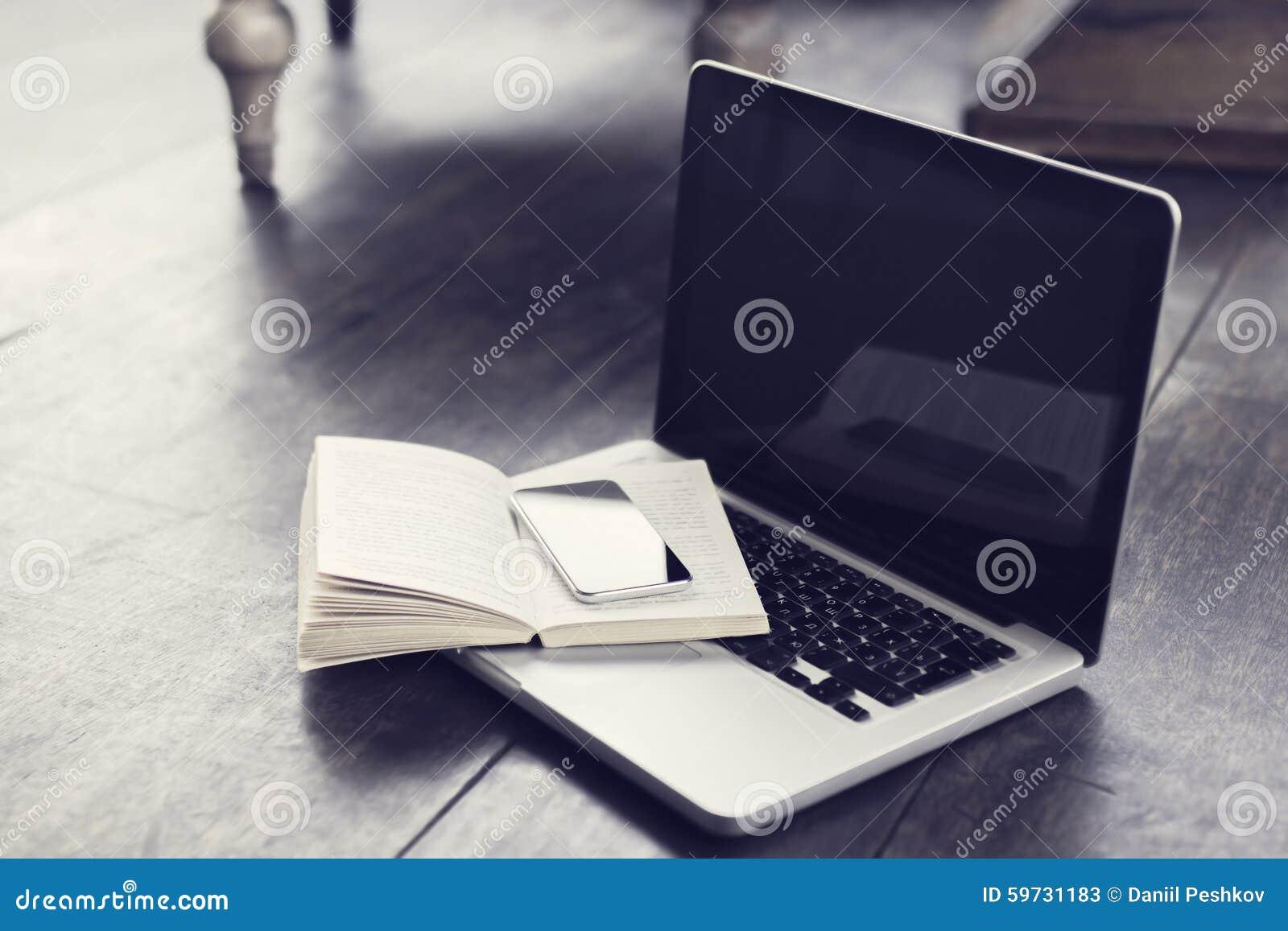 handy mit offenem buch und laptop auf dem boden stockfoto bild 59731183. Black Bedroom Furniture Sets. Home Design Ideas
