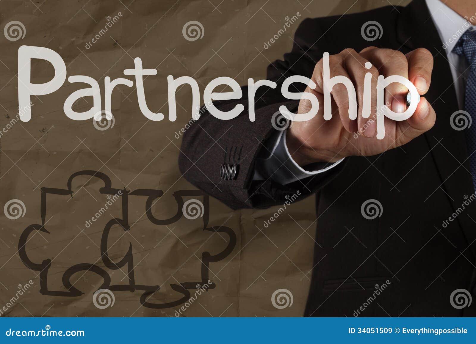 Handzeichnung Partnerschafts-Puzzlespiel mit zerknittert bereiten Papier auf