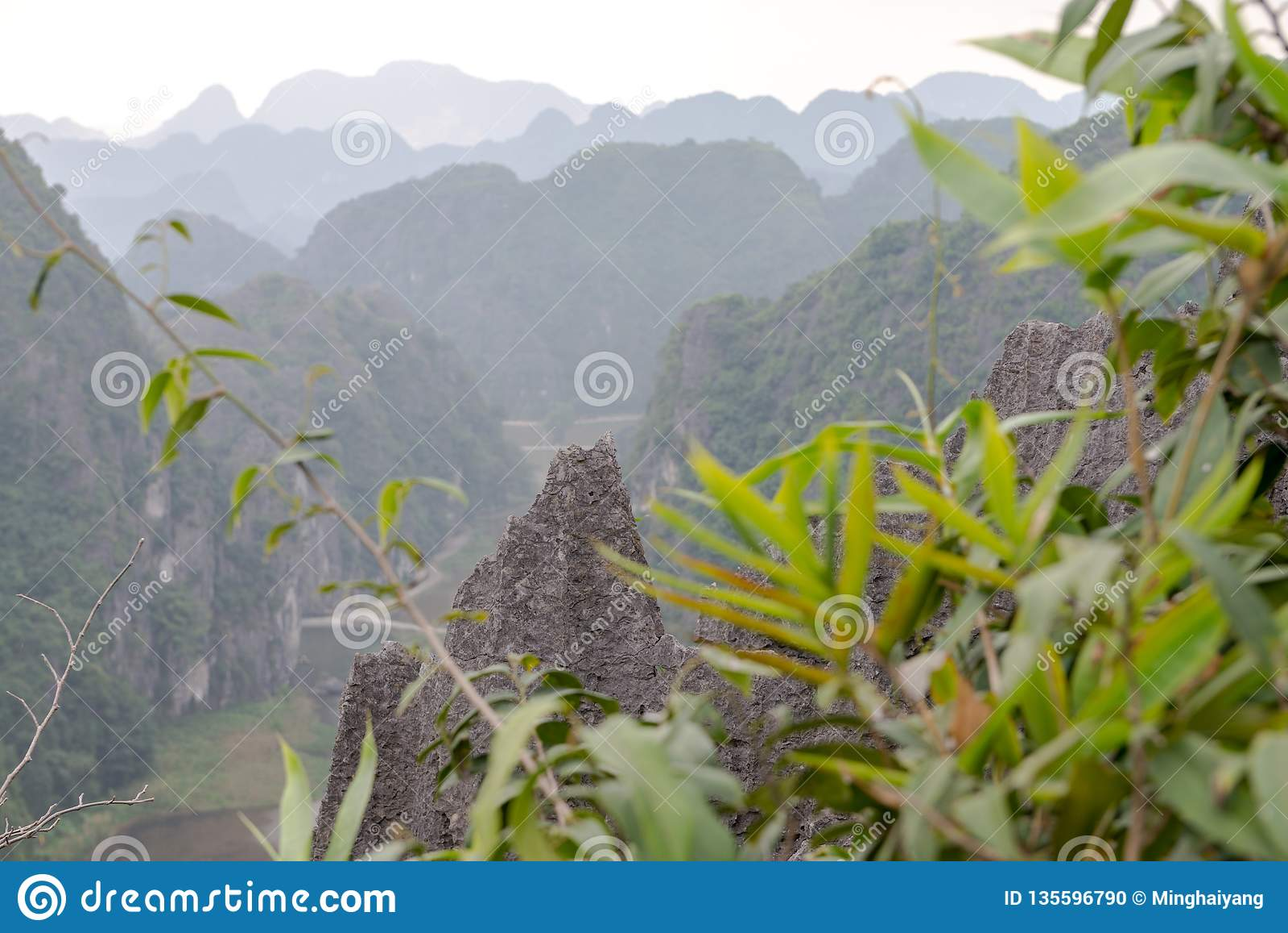 Hang Mua Temple Ninh Binh landskap, mummel Noi Vietnam Dec 2018