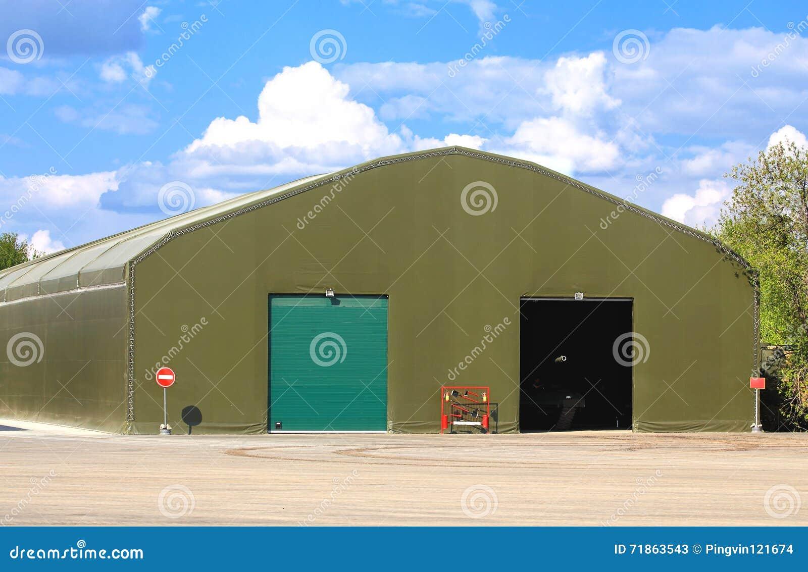 Hangar dla militarnego wyposażenia