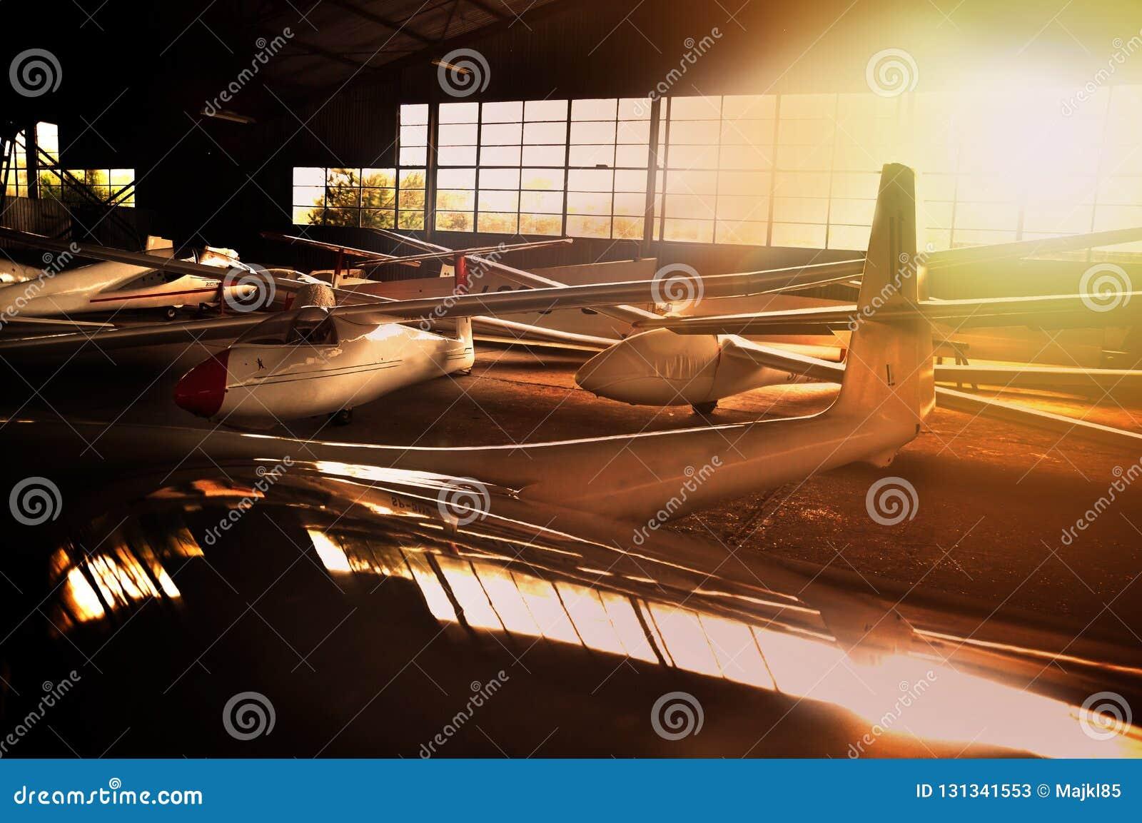 Hangar mycket av glidflygplan