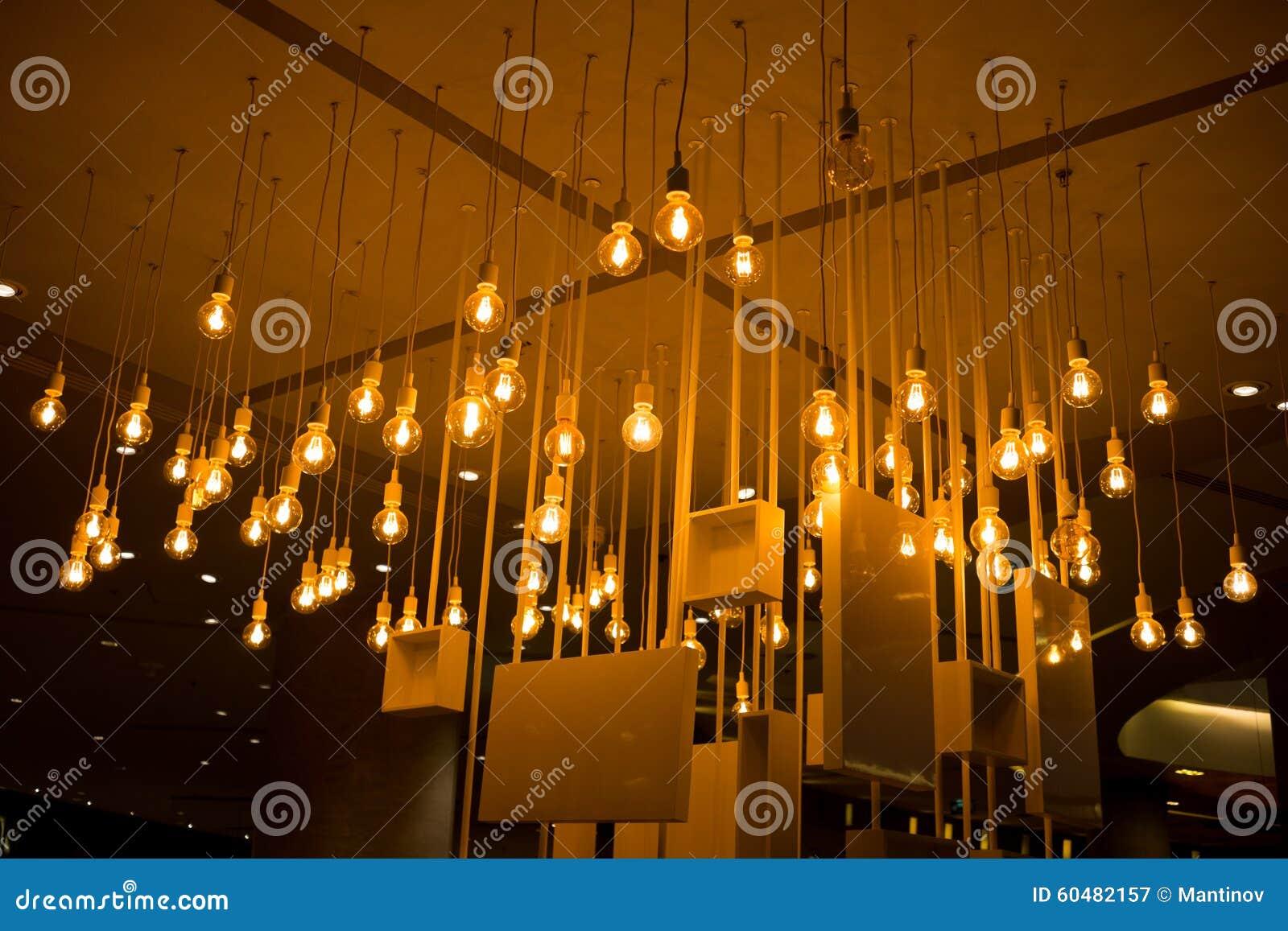 Hangende lampen stock foto's– 360 hangende lampen stock ...