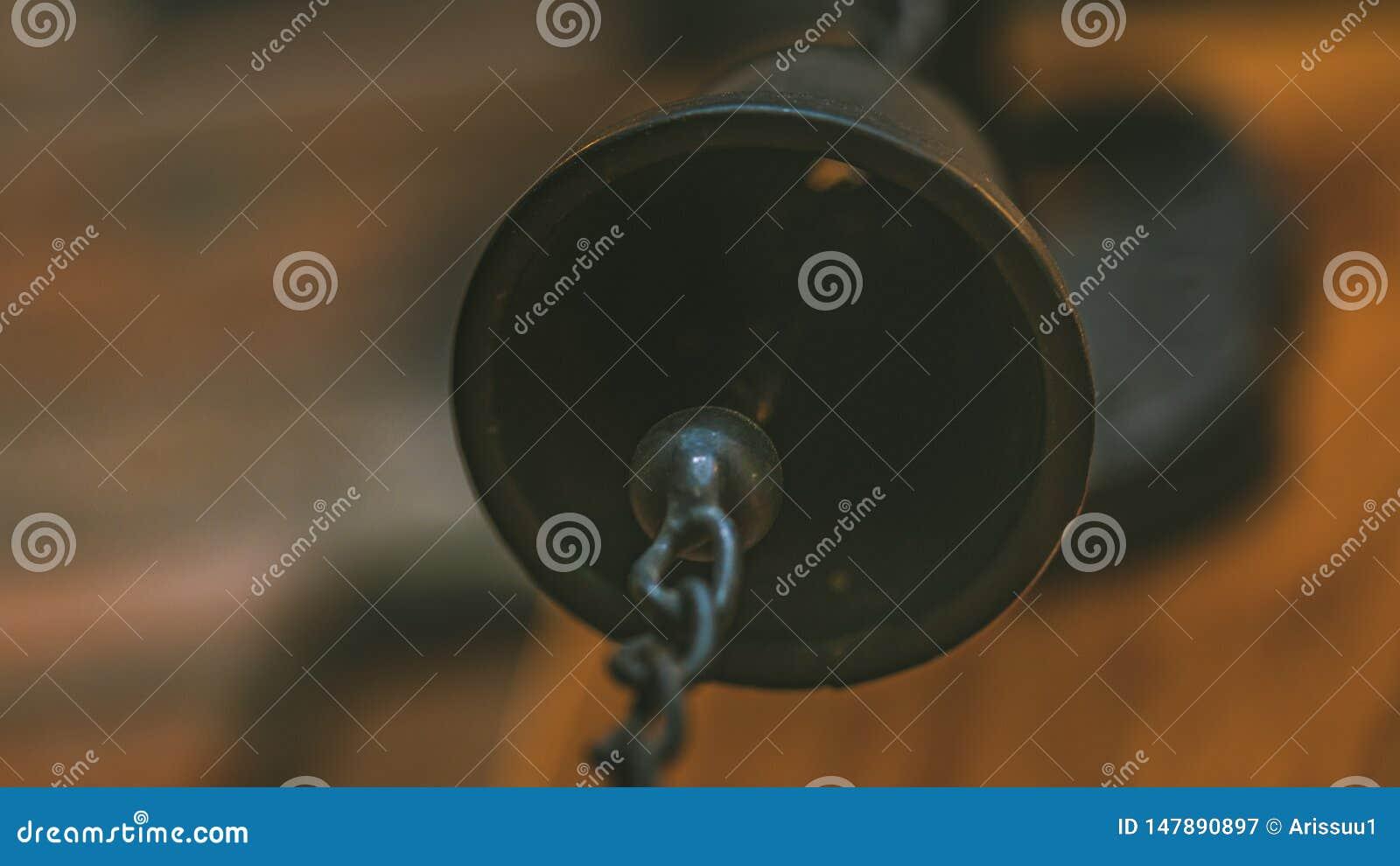 Hangende Ring een Metaalklok