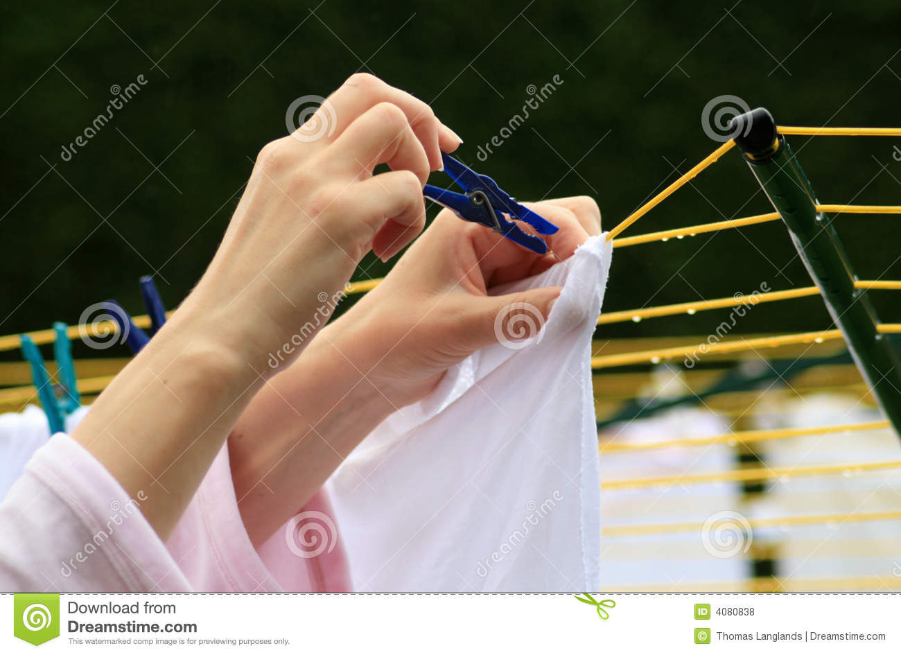 Free Clipart Clothes Dryer