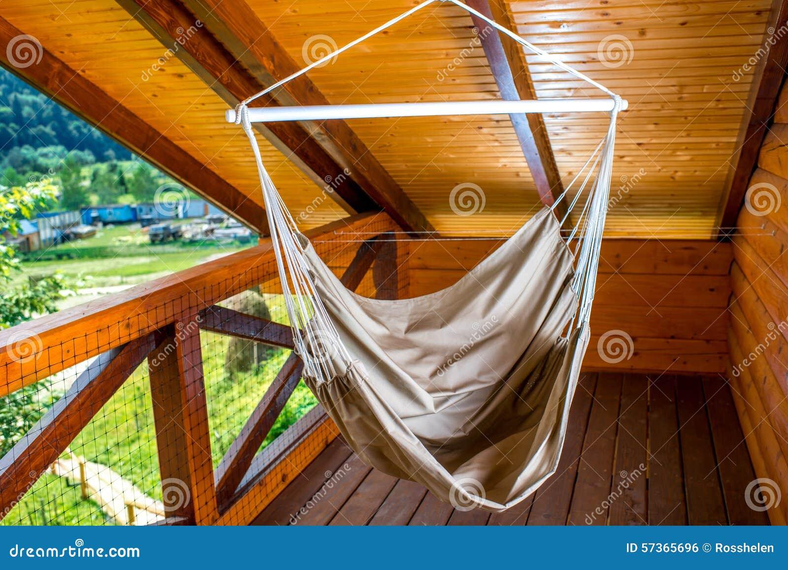 Hangmat Voor Op Balkon.Hangmat Op Het Balkon Stock Foto Afbeelding Bestaande Uit Grijs