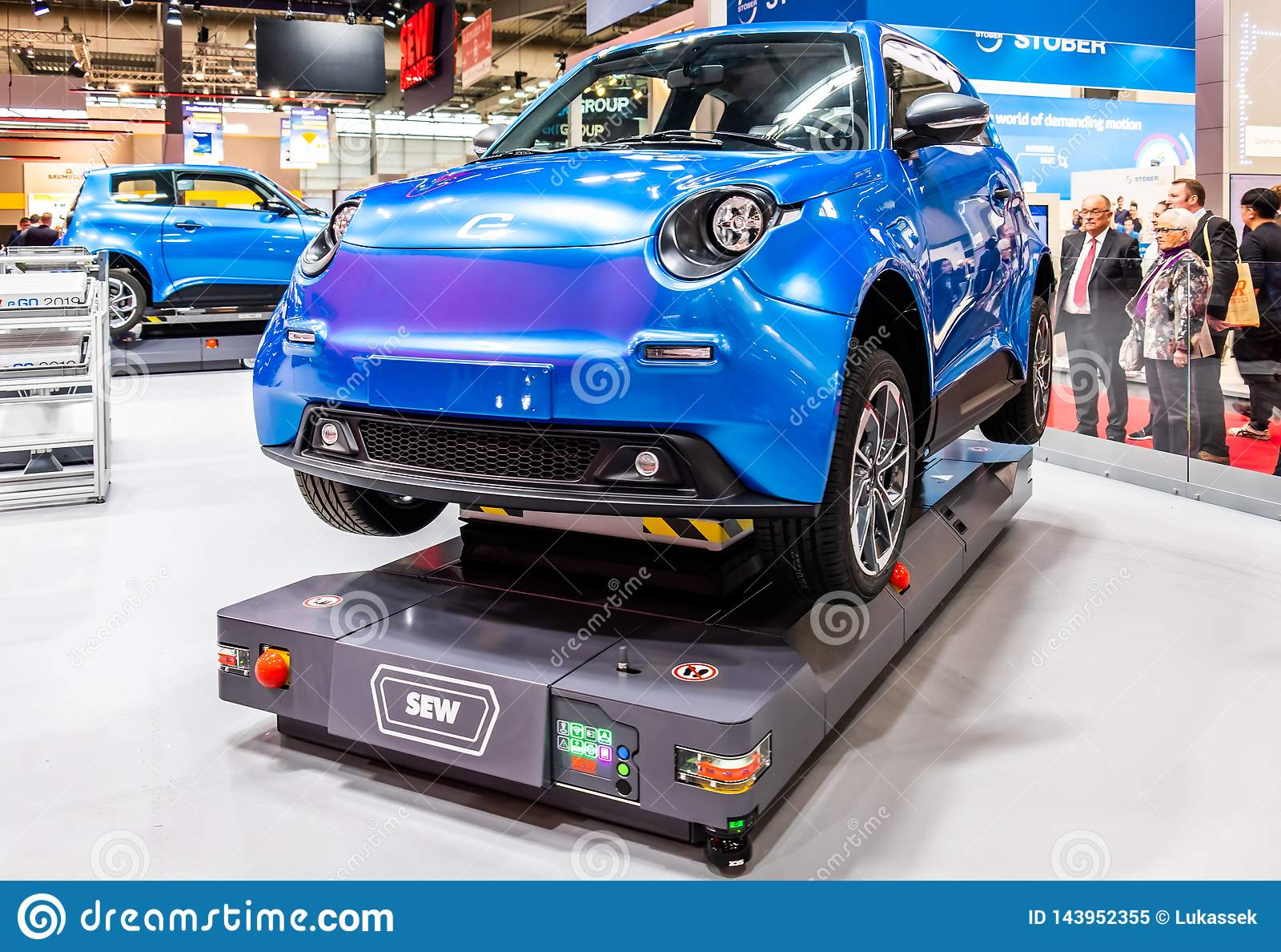 Hannover, Deutschland - 2. April 2019: NÄHEN Sie Eurodrive darstellt die Produktion des neuen elektrischen E GEHEN Auto an