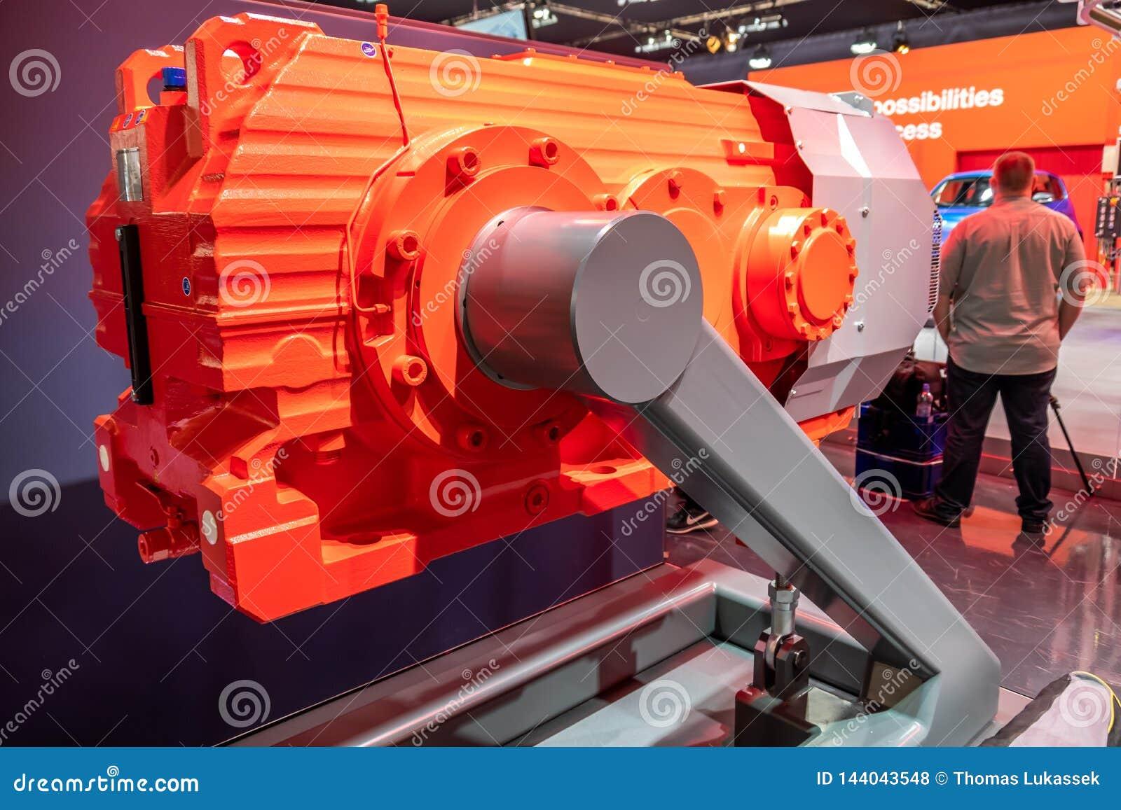 Hannover, Deutschland - 2. April 2019: N?HEN Sie Eurodrive darstellt die Produktion des neuen elektrischen E GEHEN Auto an