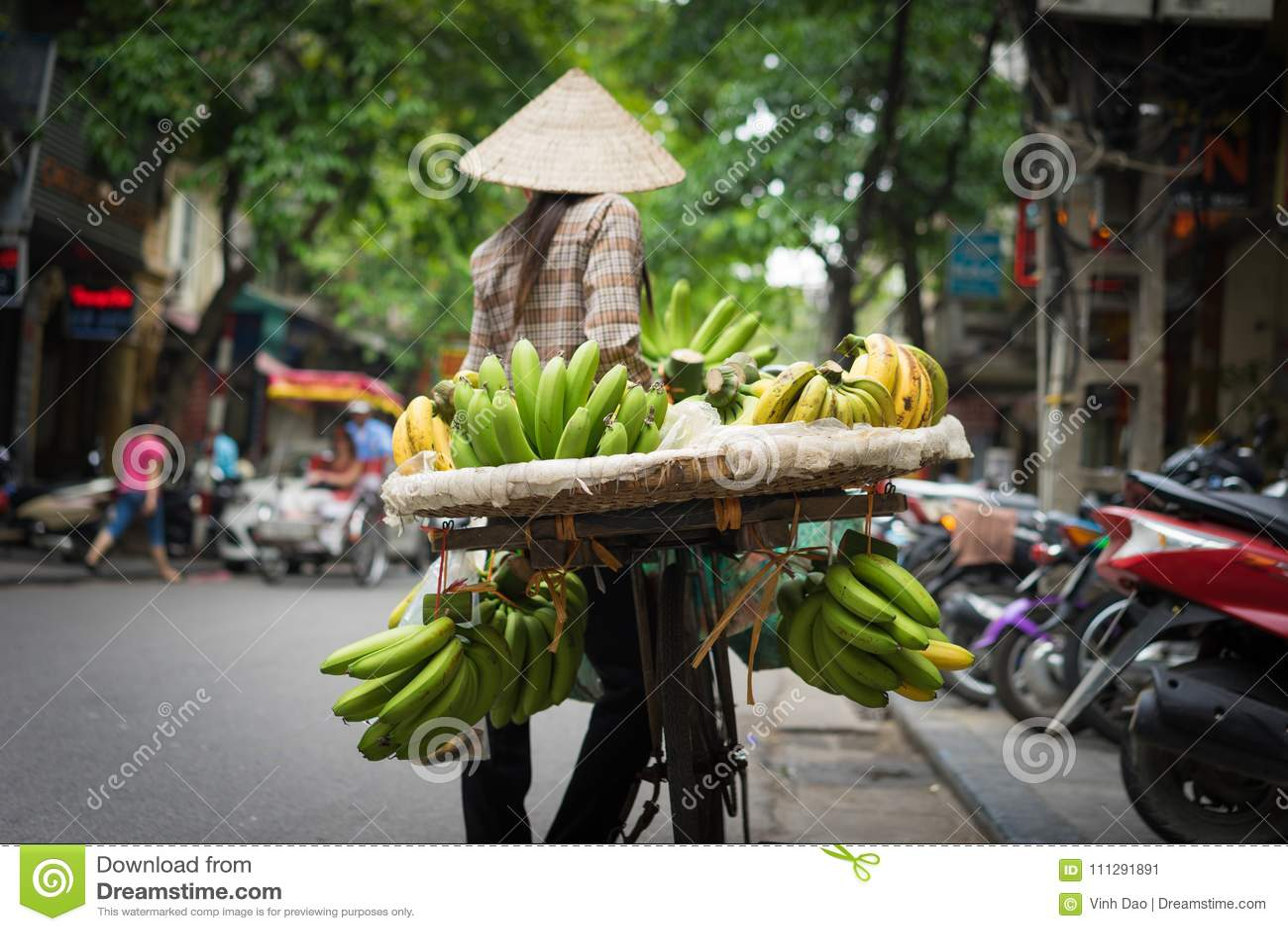 Hanoi fruktförsäljare med tillfogad karaktärsteckningeffekt