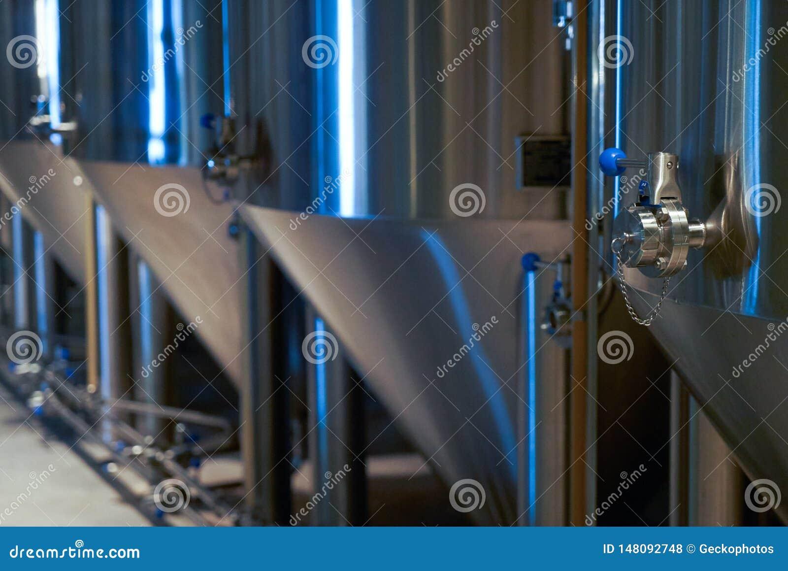 Hantverk?lproduktion i privat bryggeri, n?rbild