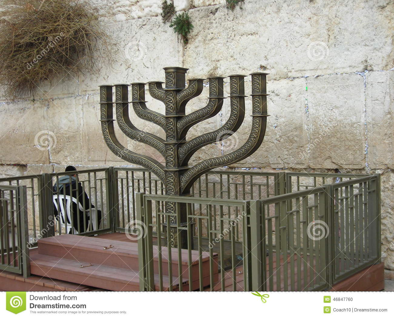 Hanuka przy ścianą
