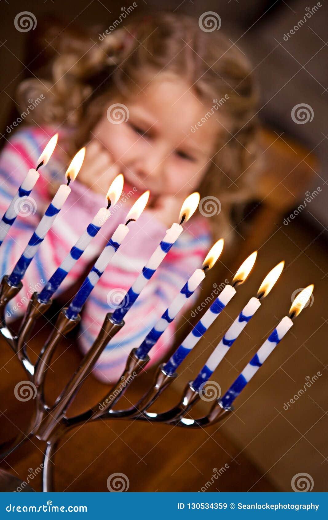 Hanukkah: Oito luzes do Hanukkah que brilham