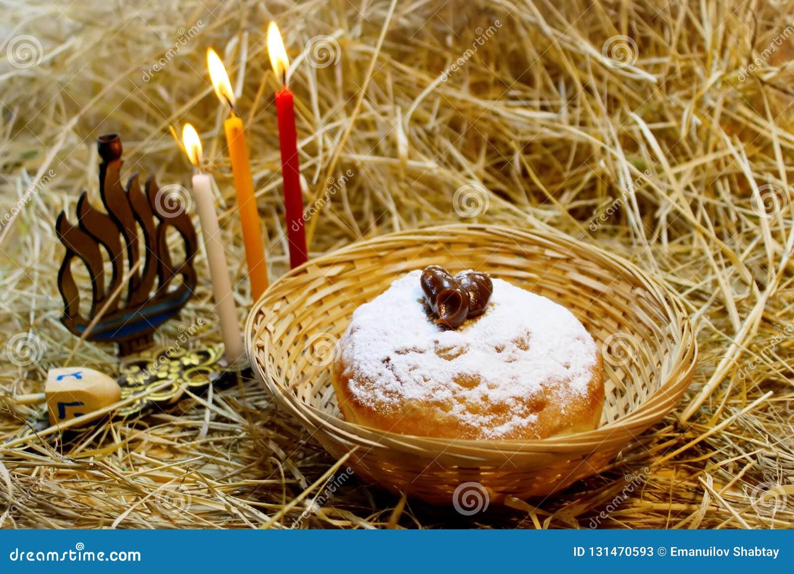 Hanukkah symbole: Hanukkah Sufganiyah, Hanukkah Menorah, Hanukkah Dreidels