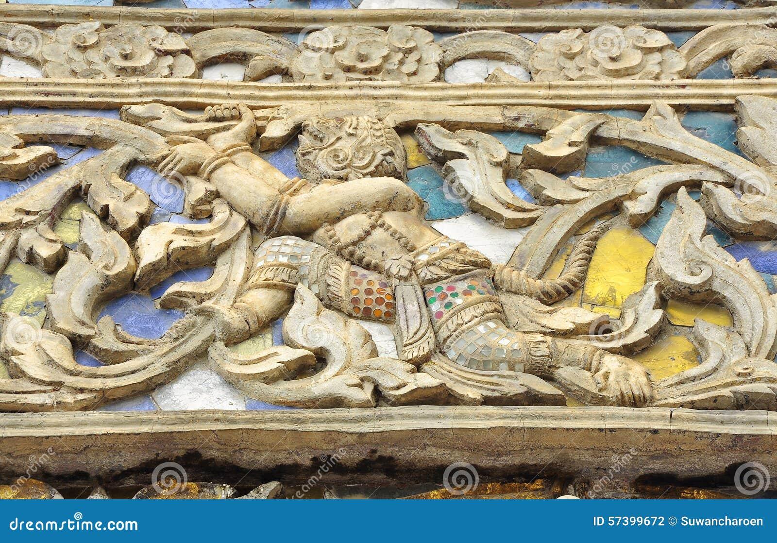Hanuman in Ramayana-gipspleister op tempelmuur