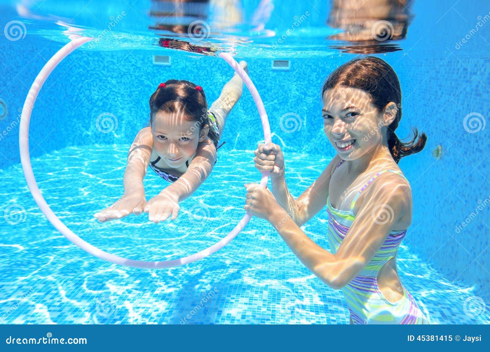 happy fun nude girls