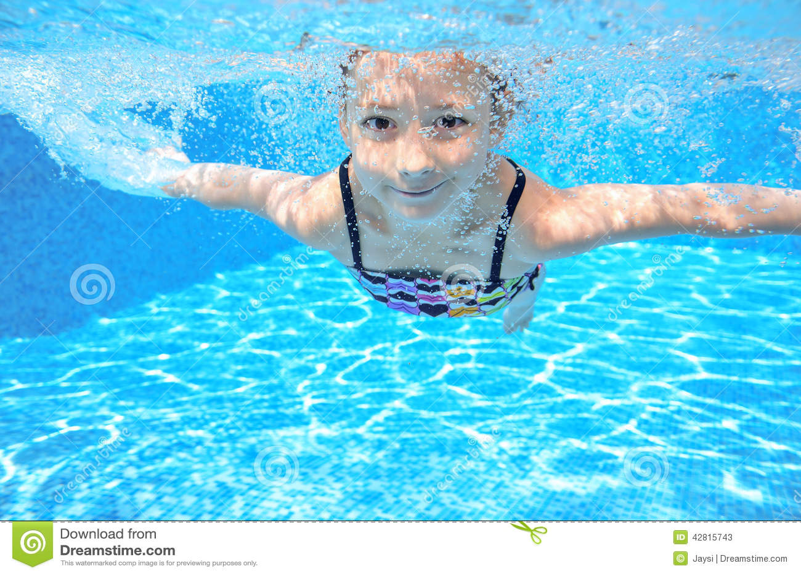 child swimming underwater - photo #46