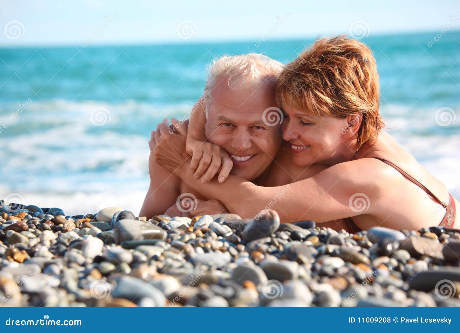 Фото семейной пары на отдыхе секс, Секс на пляже частное фото семейных пар 20 фотография