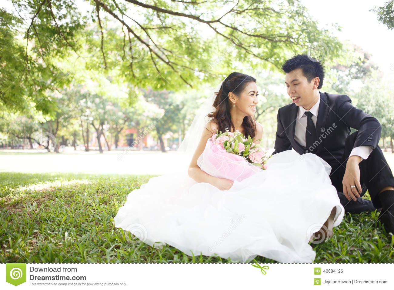 Happy Asian Couple In Wedding Dress In A Green Park Stock Photo - Image: 40684126