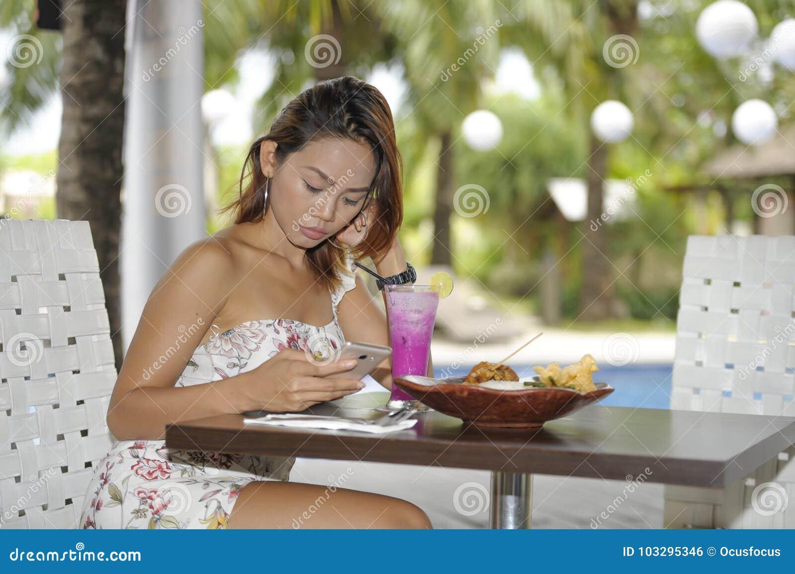 online dating lunch hook up met definitie