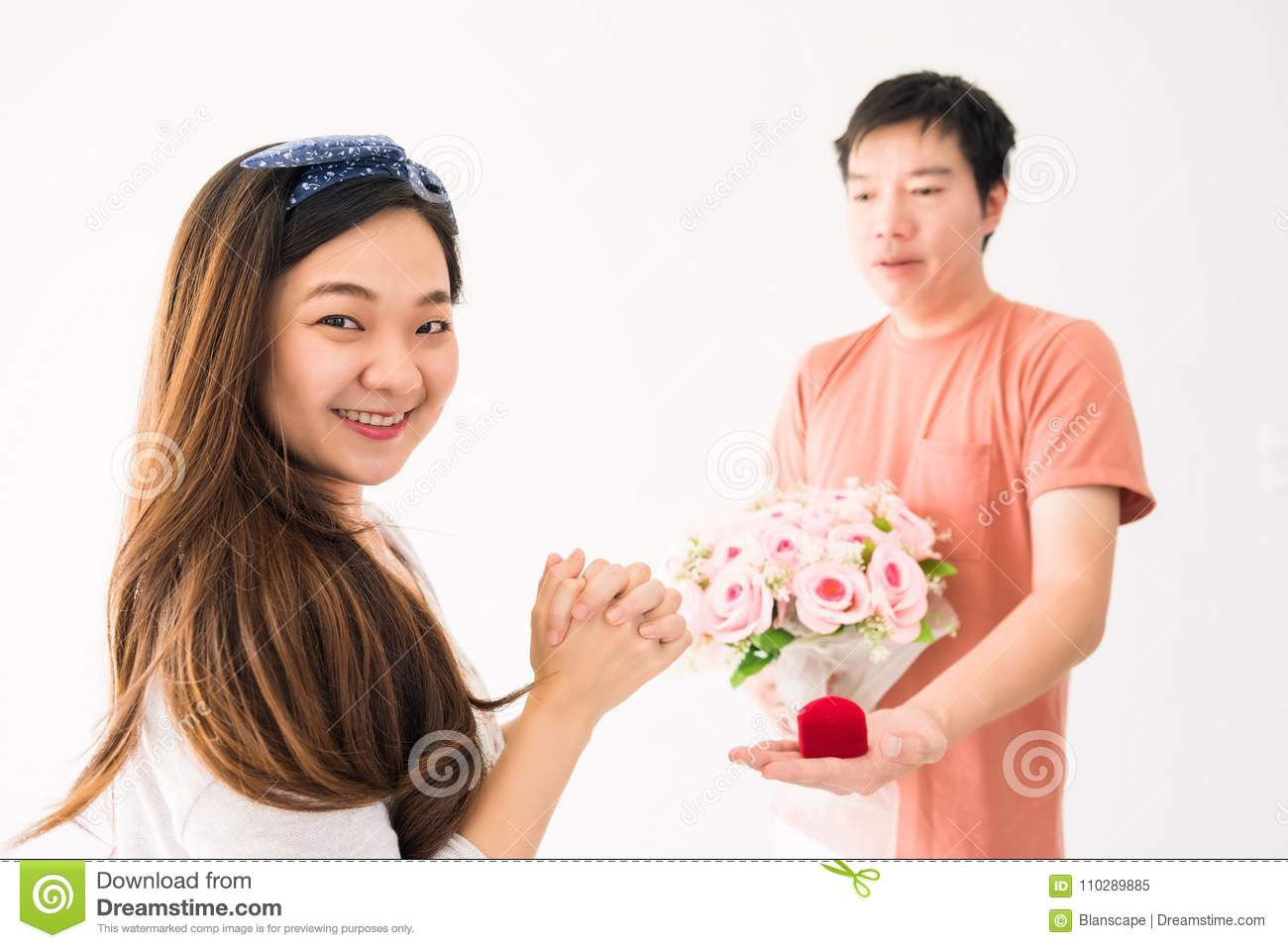 woman looking man to marry