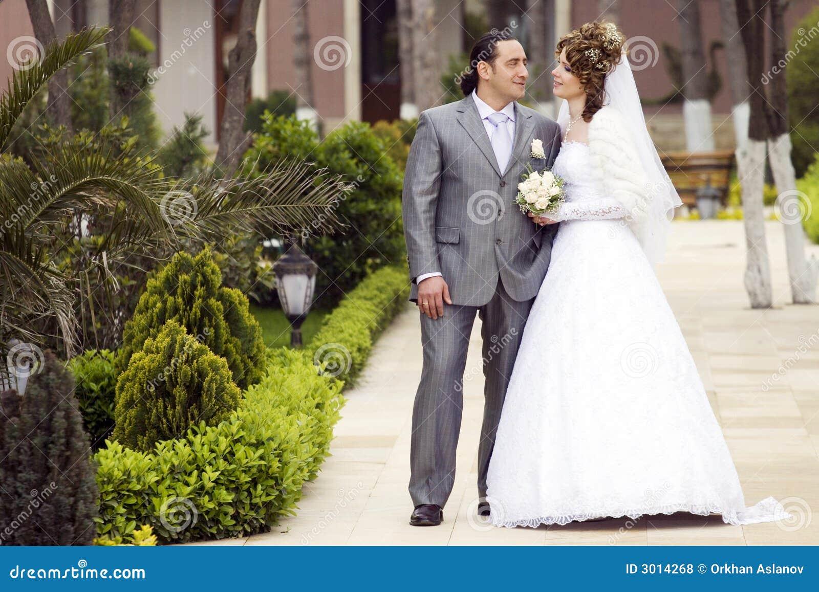 photo: Almost Bride Online