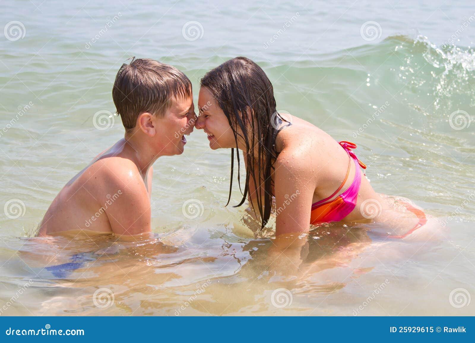 Смотреть брат с сестрой порно онлайн 9 фотография