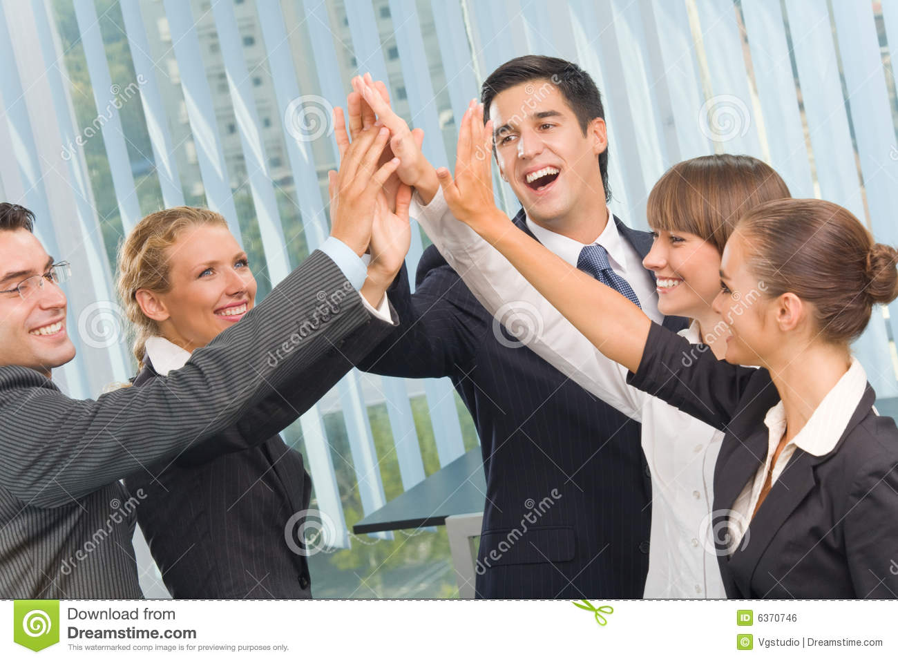 https://thumbs.dreamstime.com/z/happy-business-team-office-6370746.jpg