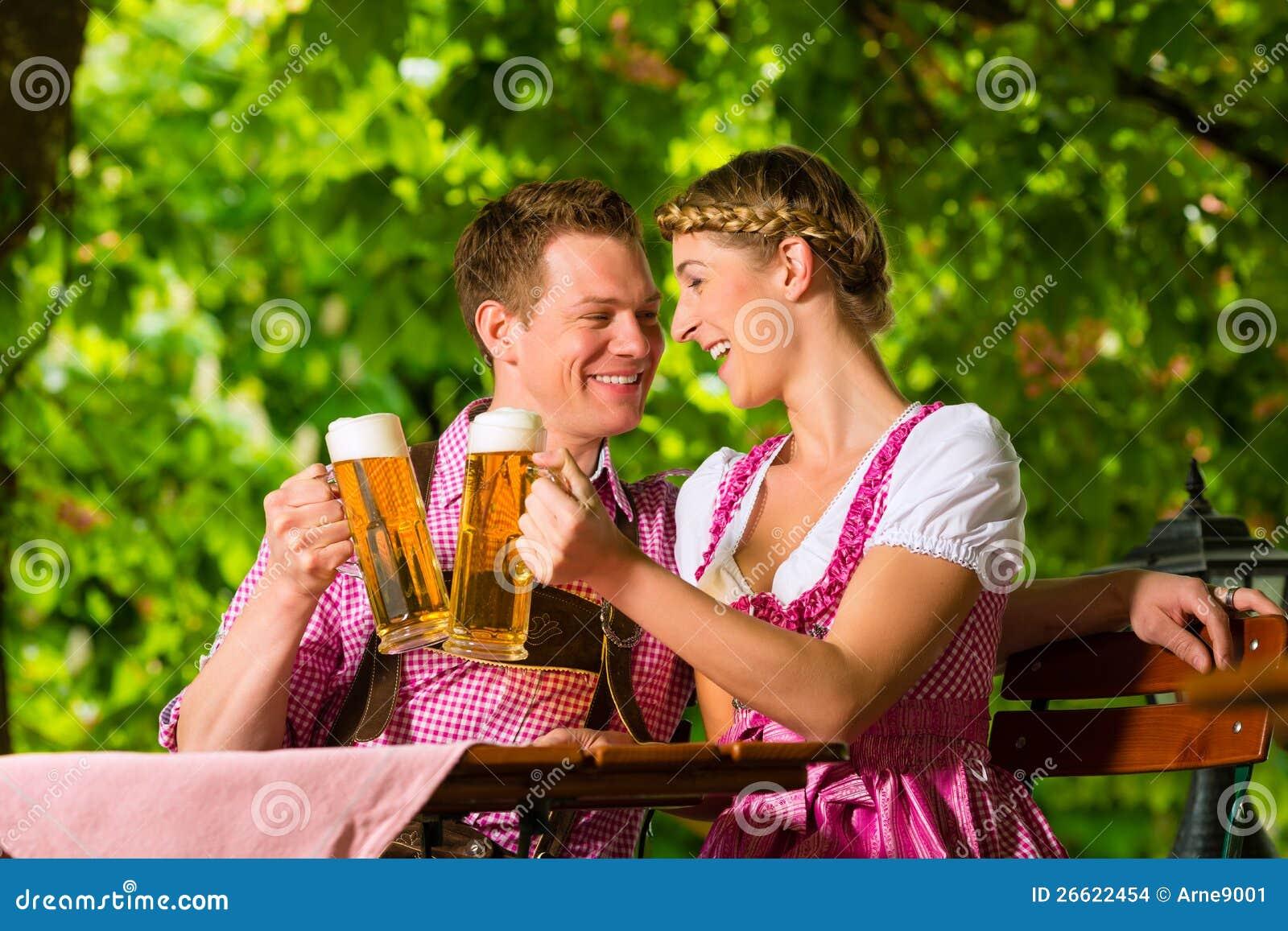 https://thumbs.dreamstime.com/z/happy-couple-beer-garden-drinking-beer-26622454.jpg