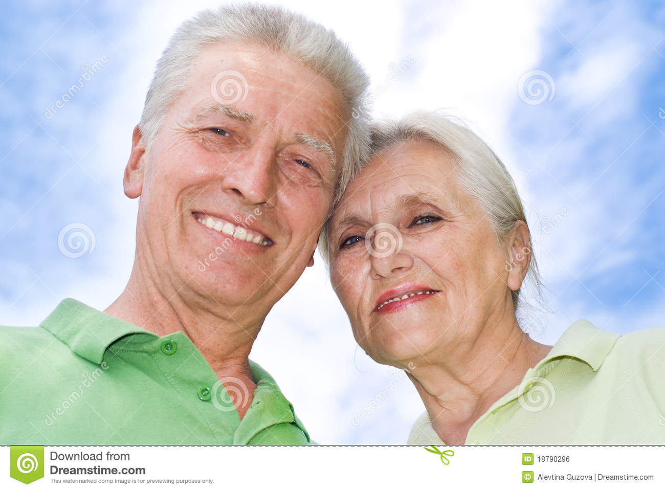 Royalty Free Stock Image  Happy elderly couple parkHappy Elderly Couple
