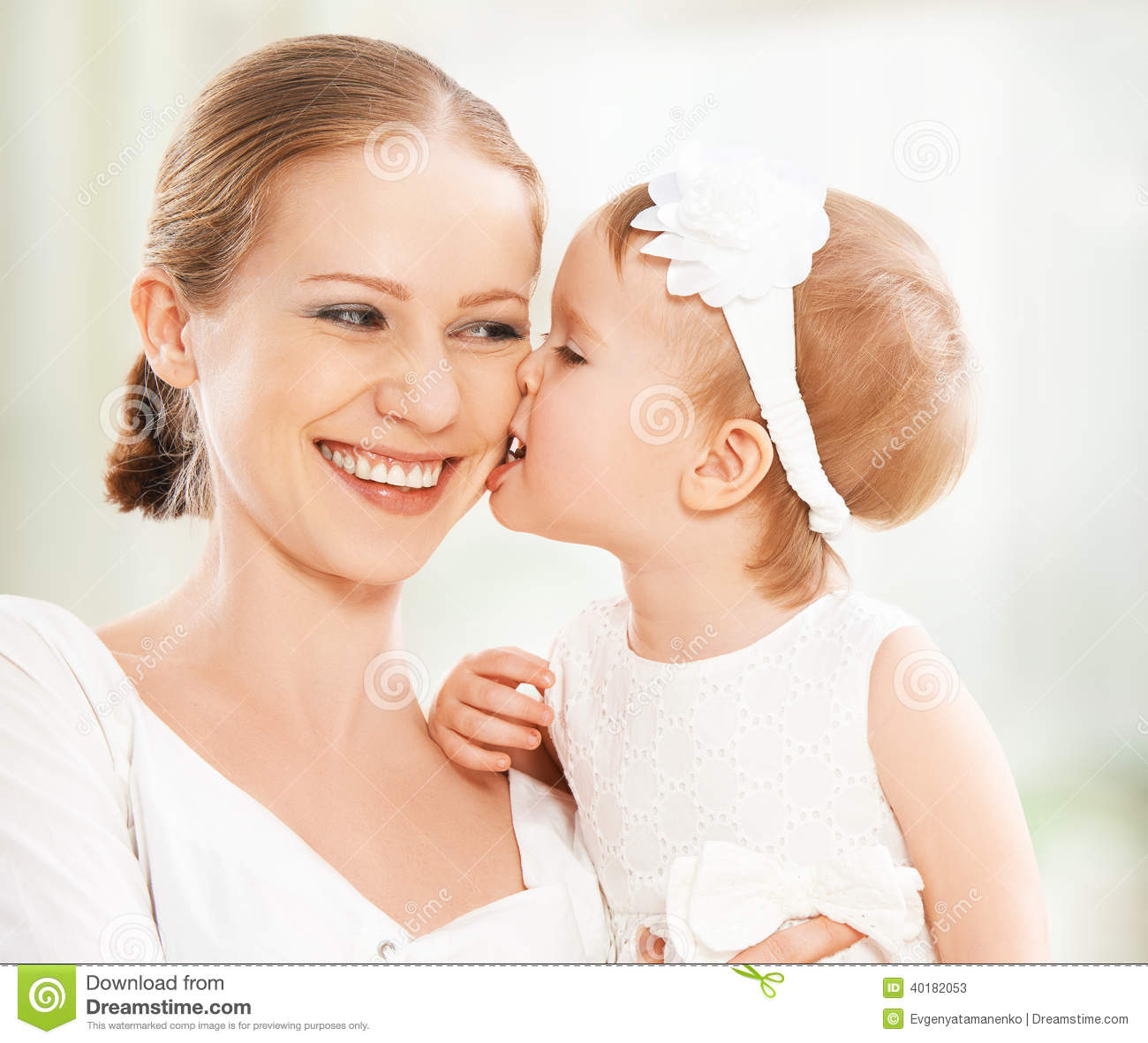 mother daughter kissing nude