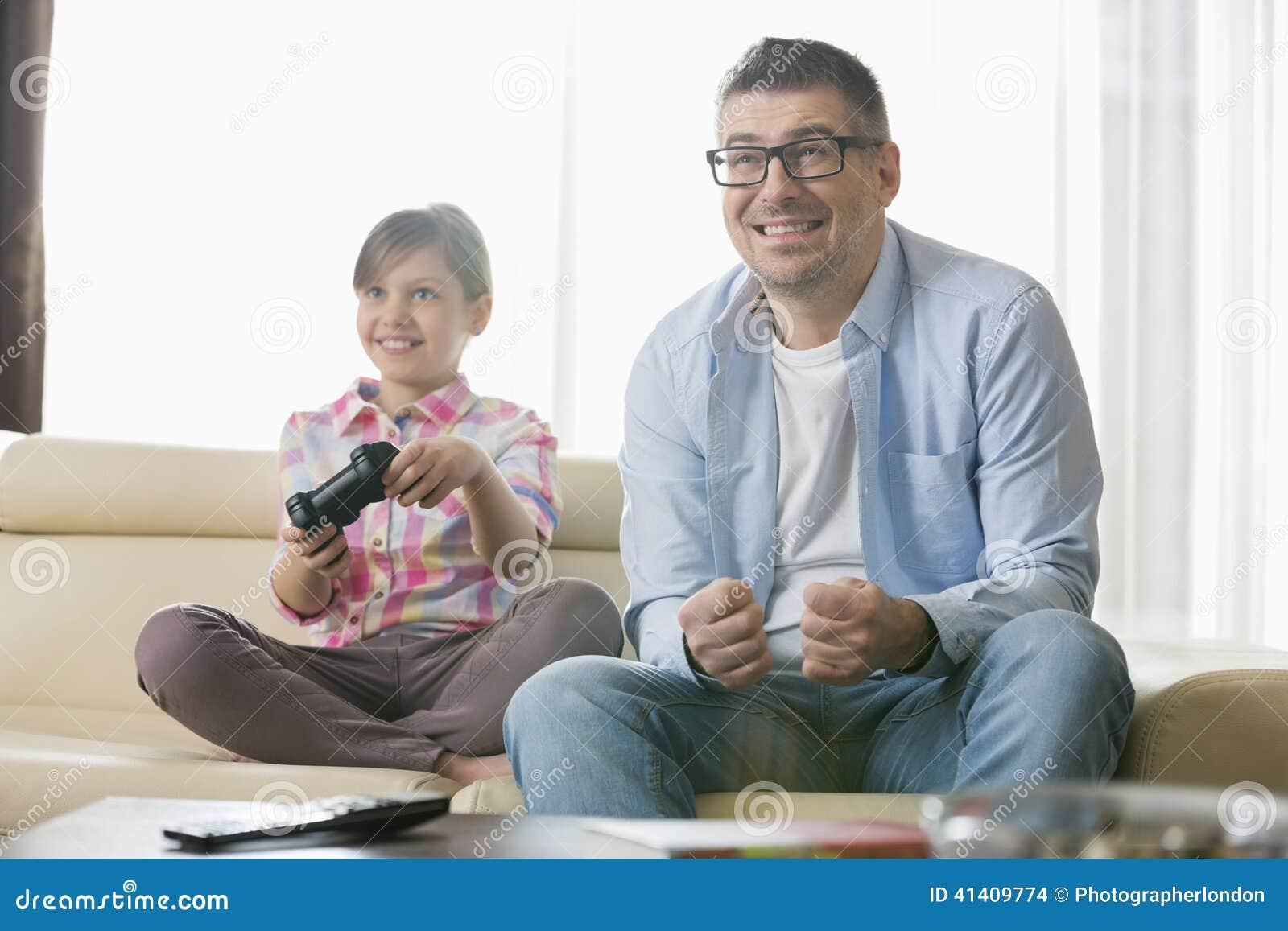 видео дочь и отец